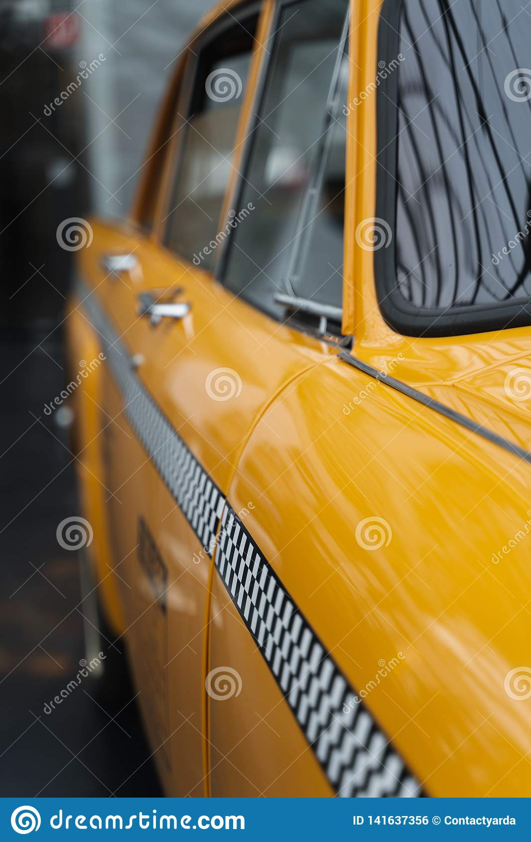 Κίτρινη λεπτομέρεια αμαξιών