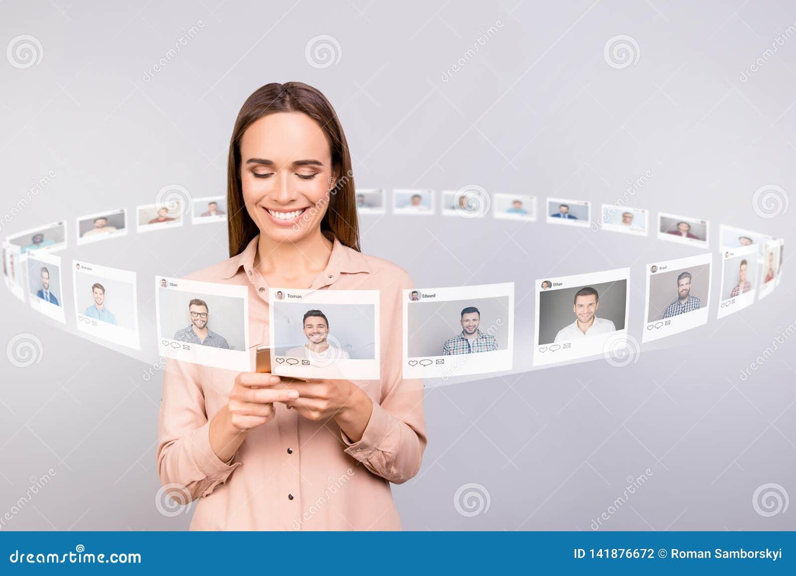 Κλείστε επάνω τον αναγνώστη φωτογραφιών αυτή το τηλεφωνικό μετα μερίδιο επιστολών ηλεκτρονικού ταχυδρομείου μερών γυναικείου ελέγ