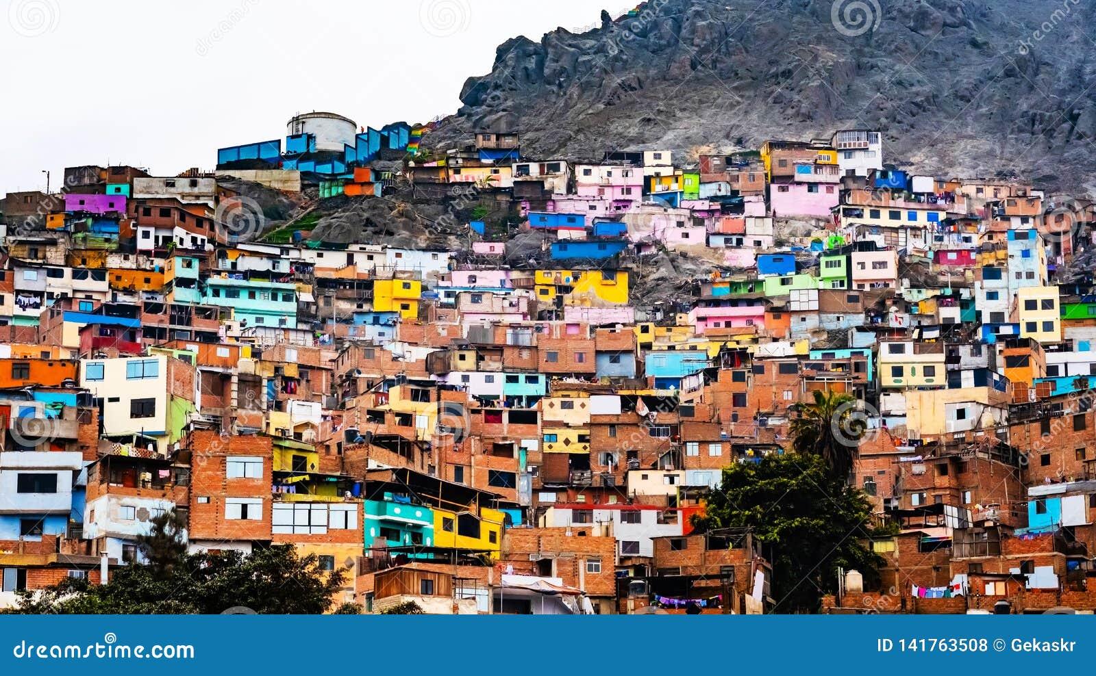 Κτήρια τρωγλών στη Λίμα, Περού