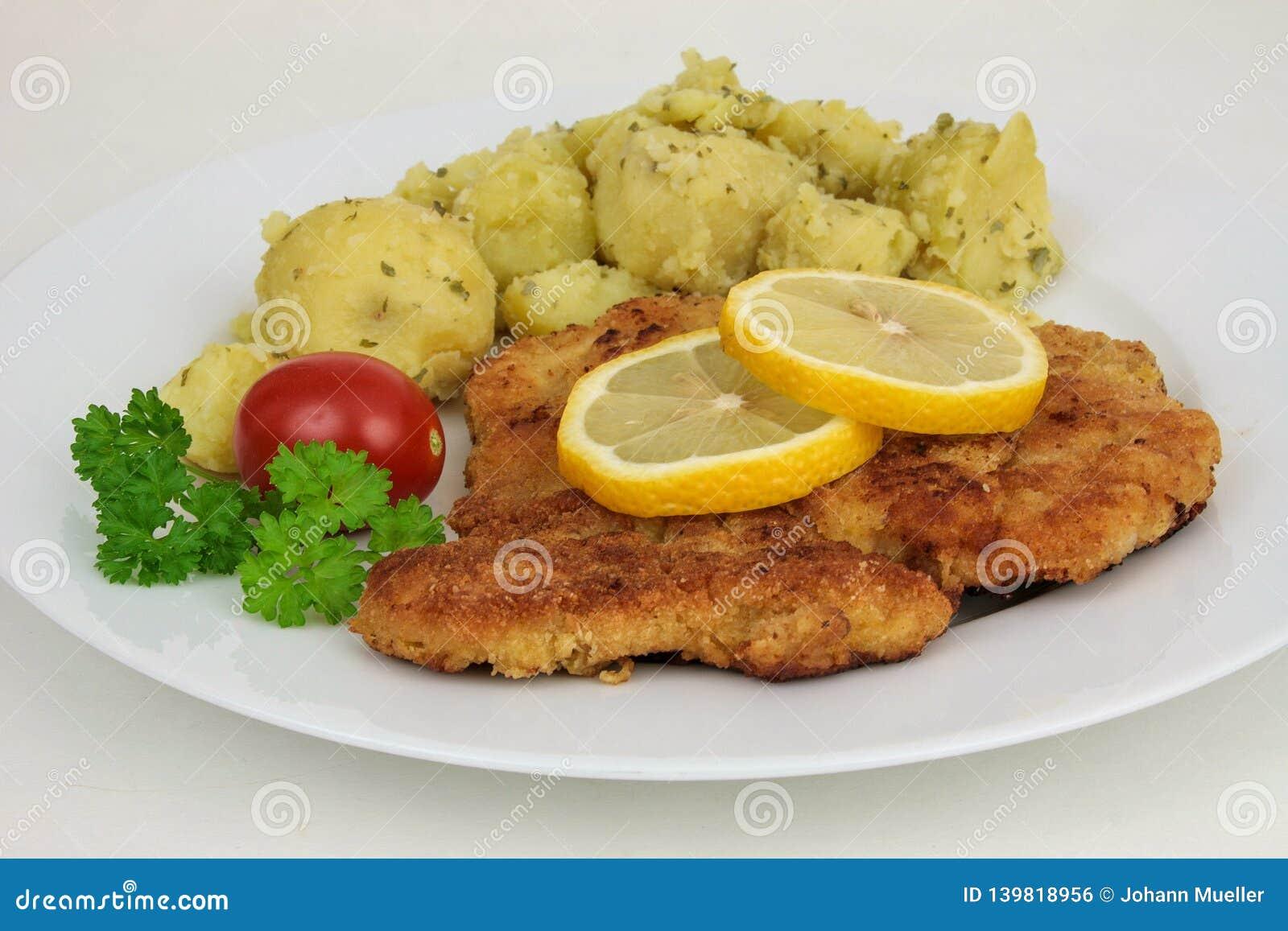 Λουκάνικο schnitzel, cutlet μοσχαρίσιων κρεάτων, αυστριακή κουζίνα