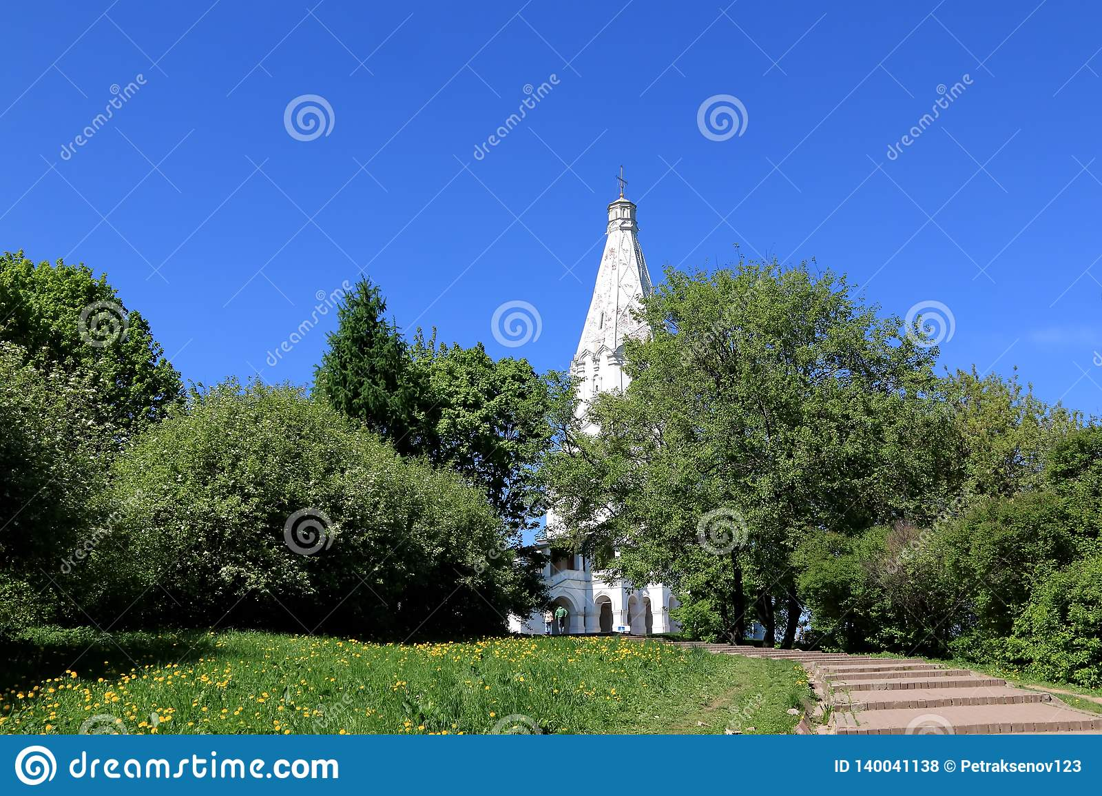 Μόσχα, Ρωσία - 11 Μαΐου 2018: Η εκκλησία της ανάβασης του Λόρδου στη μουσείο-επιφύλαξη Kolomenskoye Η άποψη από