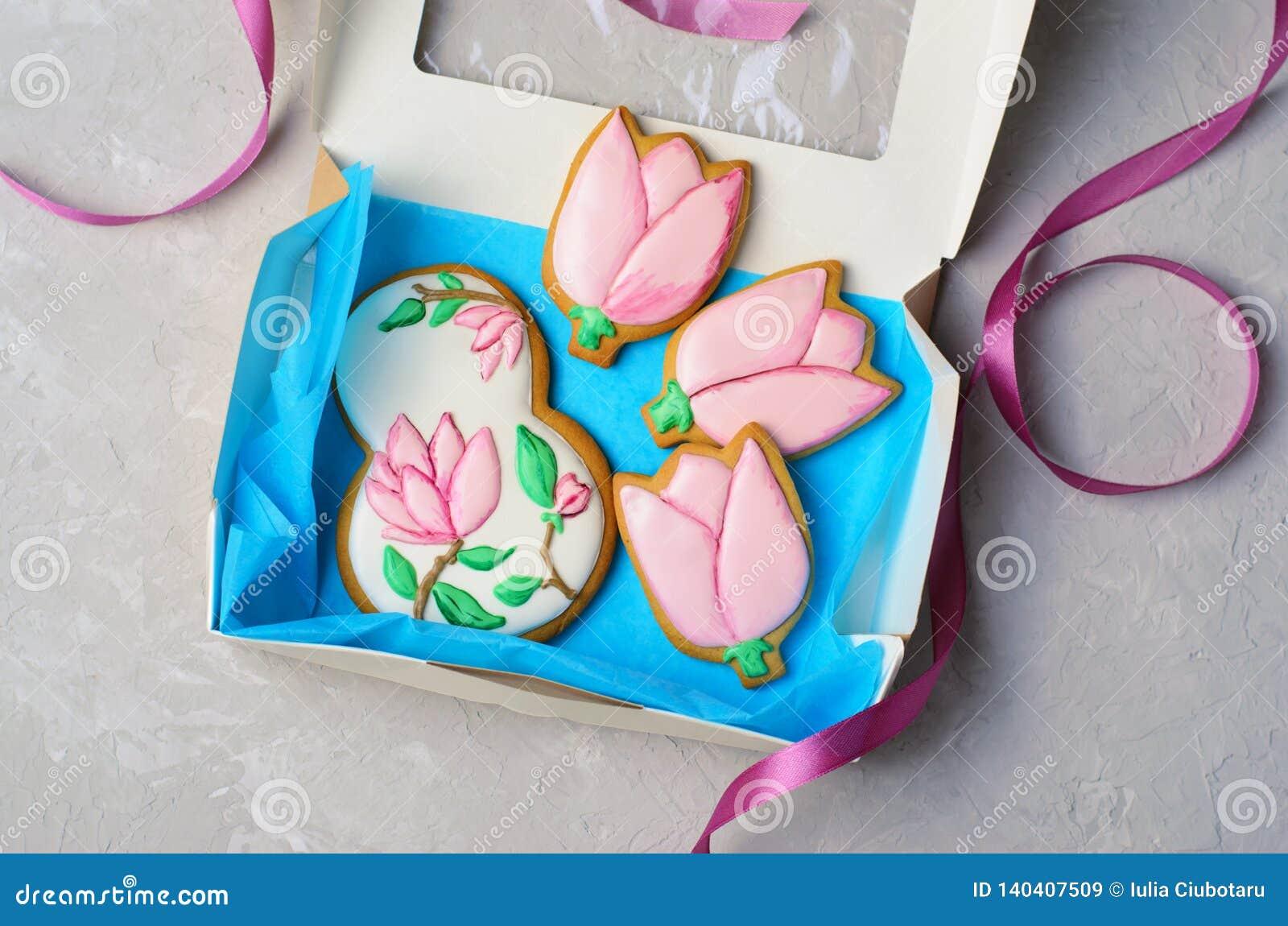 Μπισκότα μελοψωμάτων για την 8η Μαρτίου, ημέρα των γυναικών, χειροποίητα μπισκότα με την τήξη ζάχαρης
