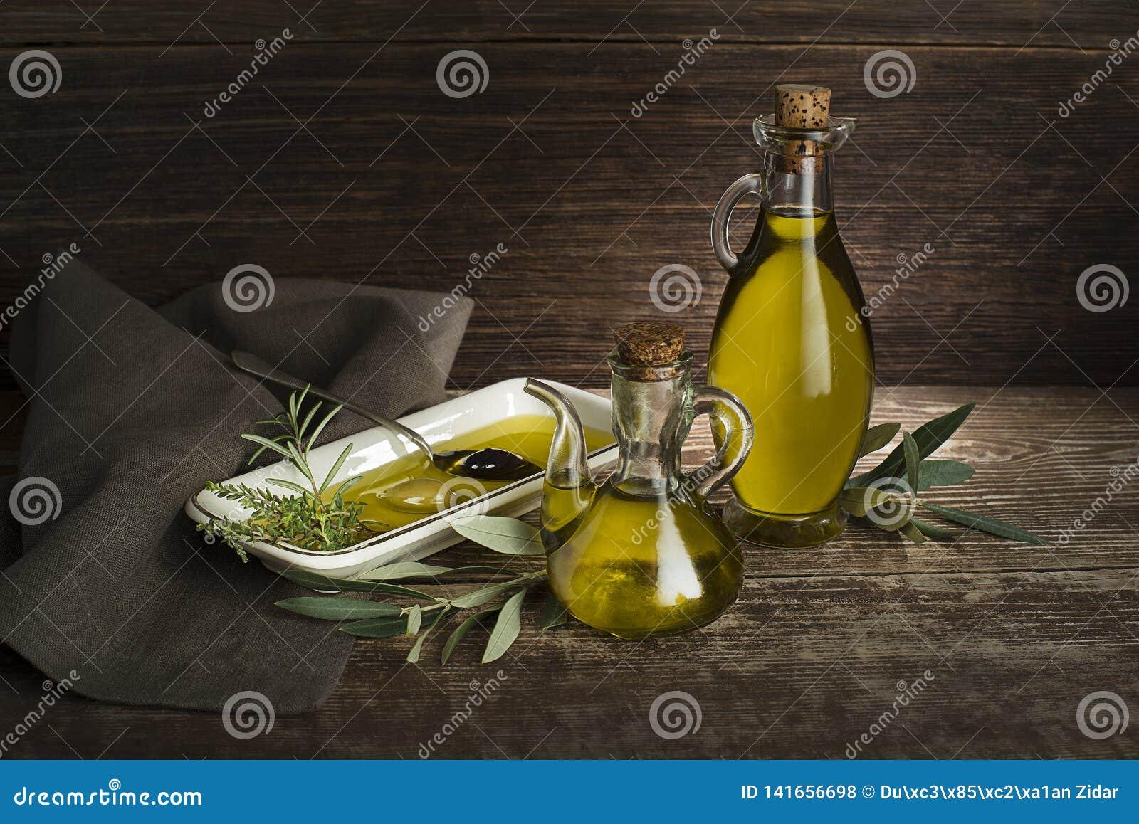 Μπουκάλι ελαιολάδου με τα χορτάρια