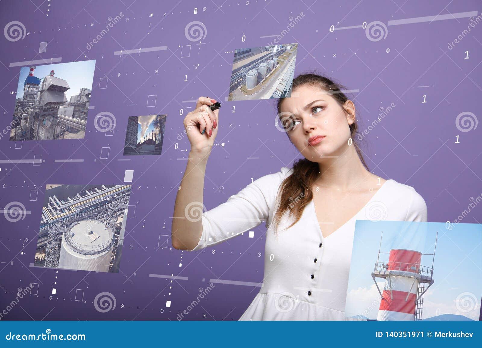 Νέα γυναίκα που εργάζεται με την εικονική διεπαφή Μηχανικός-τεχνικός