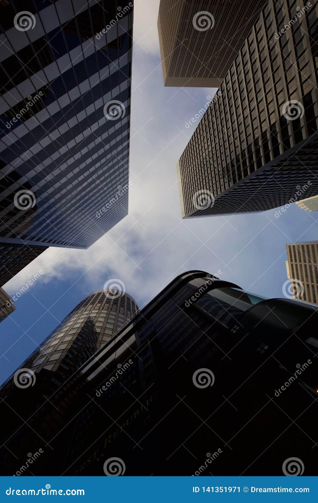Να εξετάσει επάνω τους ουρανοξύστες στο Σαν Φρανσίσκο