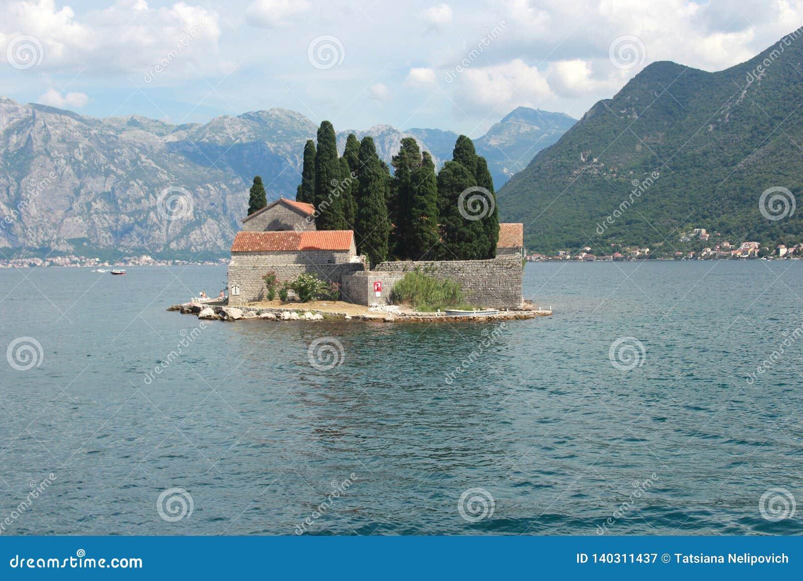 Νησί Αγίου George με ένα Benedictine μοναστήρι στον κόλπο Kotor - το Μαυροβούνιο
