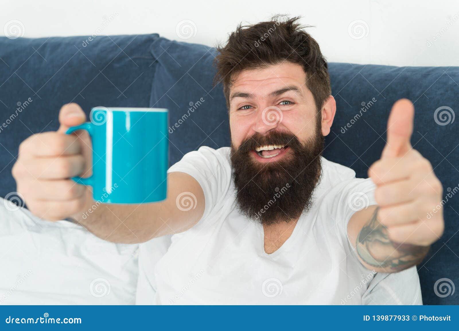 Ο καφές σας γεμίζει με την ενέργεια Ο καλός ομοφυλόφιλος αρχίζει από το φλιτζάνι του καφέ Ο καφές έχει επιπτώσεις στο σώμα Όμορφο