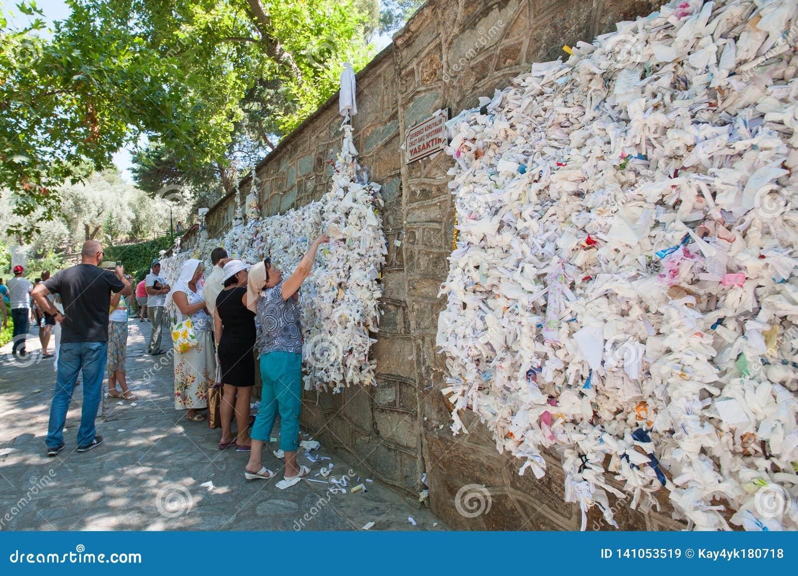 Ο τοίχος της επιθυμίας, άνθρωποι κρεμά την ερώτηση σημειώσεων