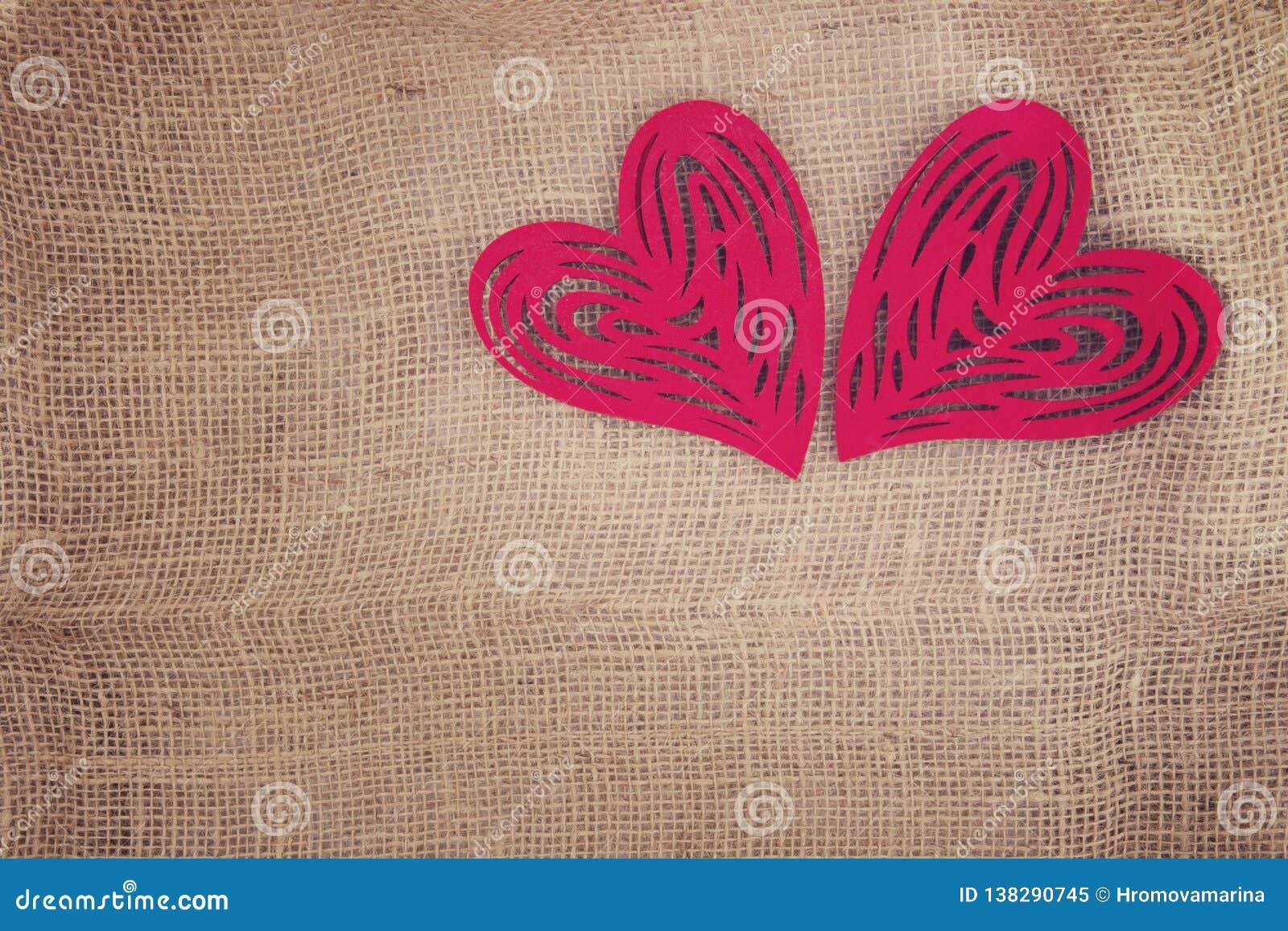 Δύο καρδιές δίπλα-δίπλα burlap