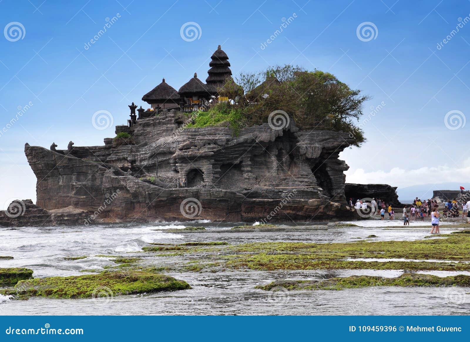 Île de Bali de temple hindou de temple de sort de Tanah, Indonésie