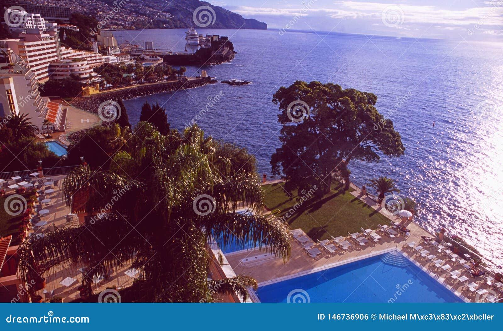 Île de la Madère : La piscine du palais de Reid d hôtel de luxe à Funchal dessus