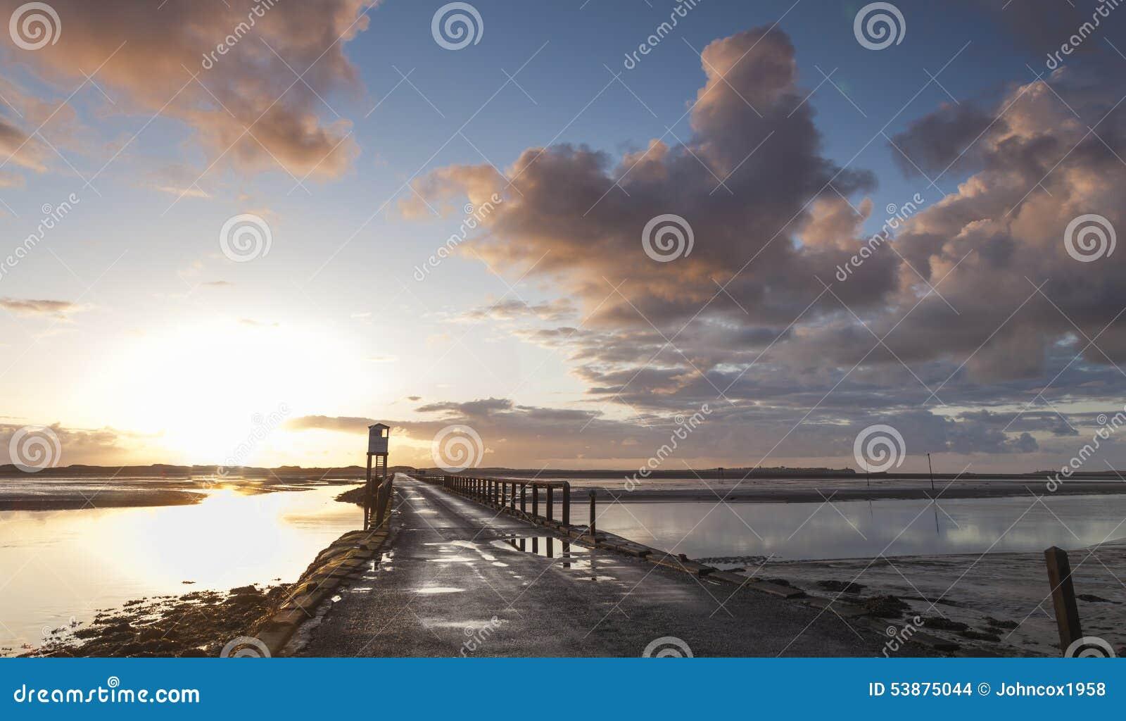 Île sainte, chaussée Abri de sécurité northumberland l angleterre LE R-U