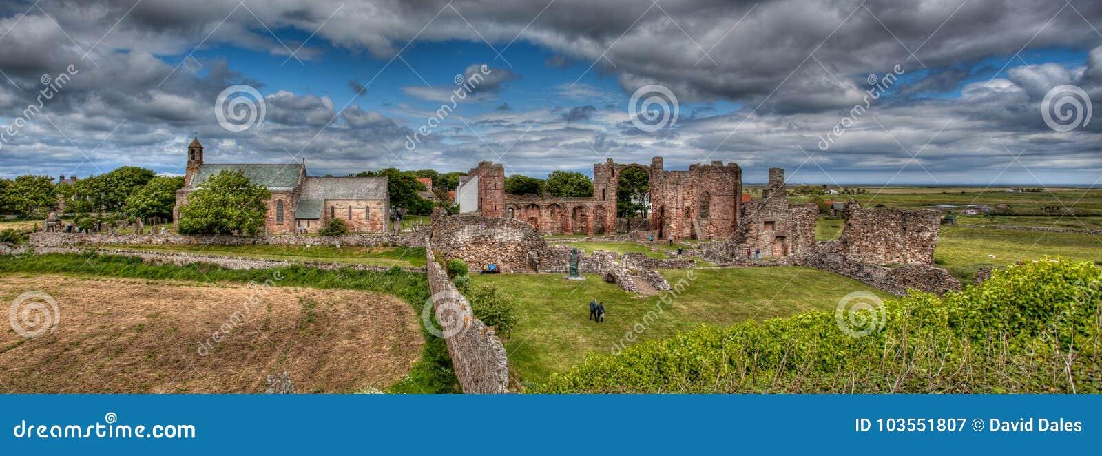 Île sainte le Northumberland, R-U de Lindisfarne