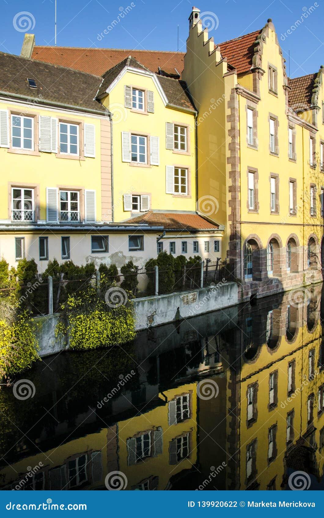 Ρομαντικά παλαιά σπίτια στη Colmar, Αλσατία, Γαλλία