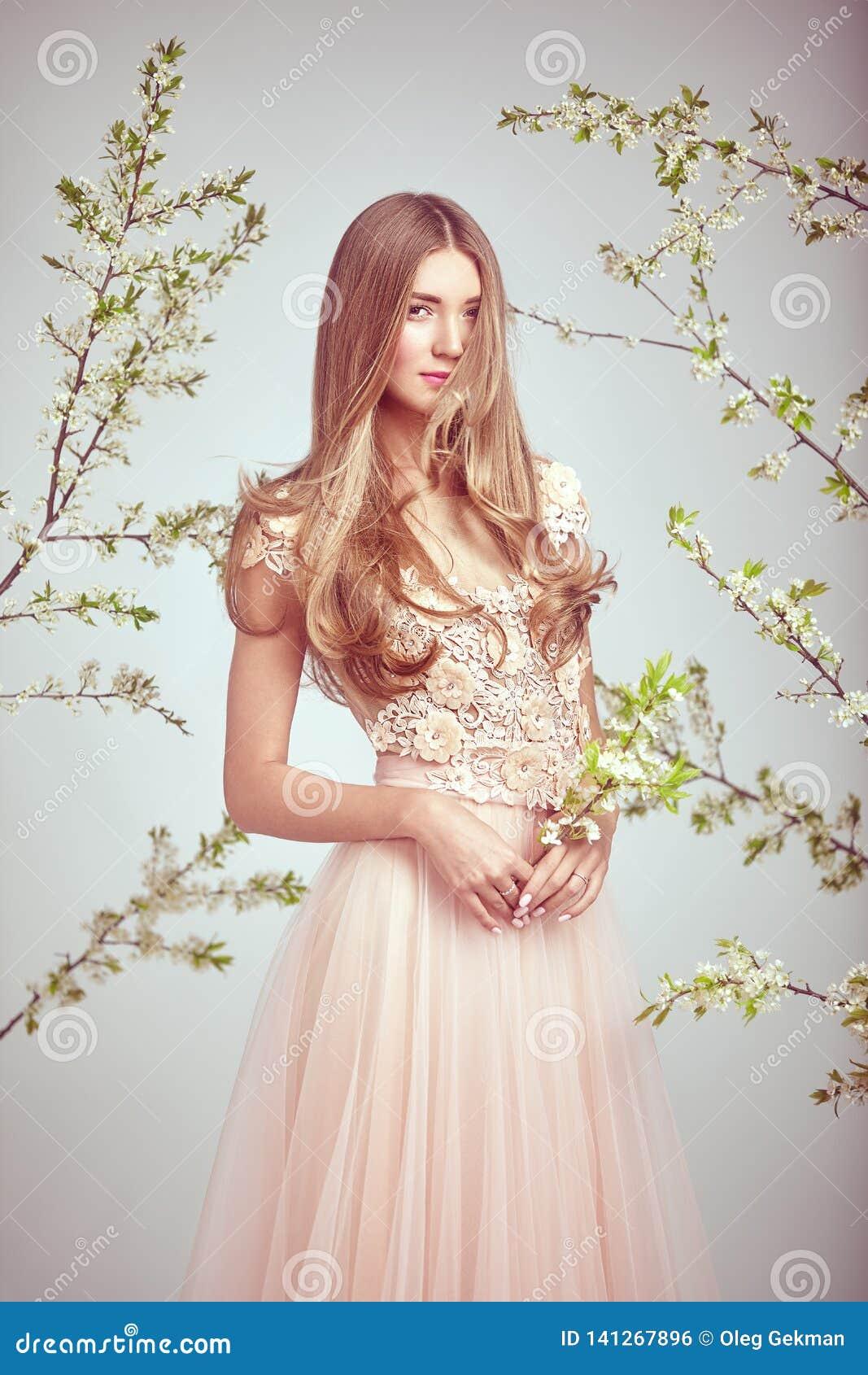 όμορφη γαμήλια γυναίκα φορεμάτων