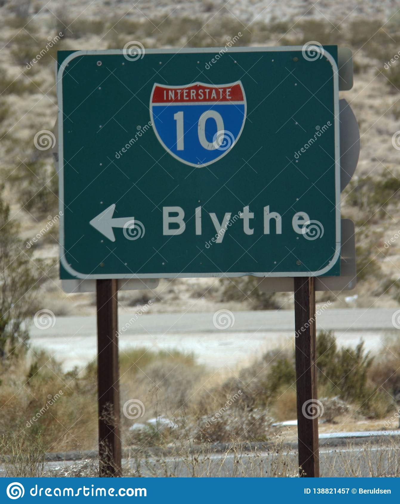 Σημάδι κατά μήκος διακρατικών 10 που δείχνουν Blythe