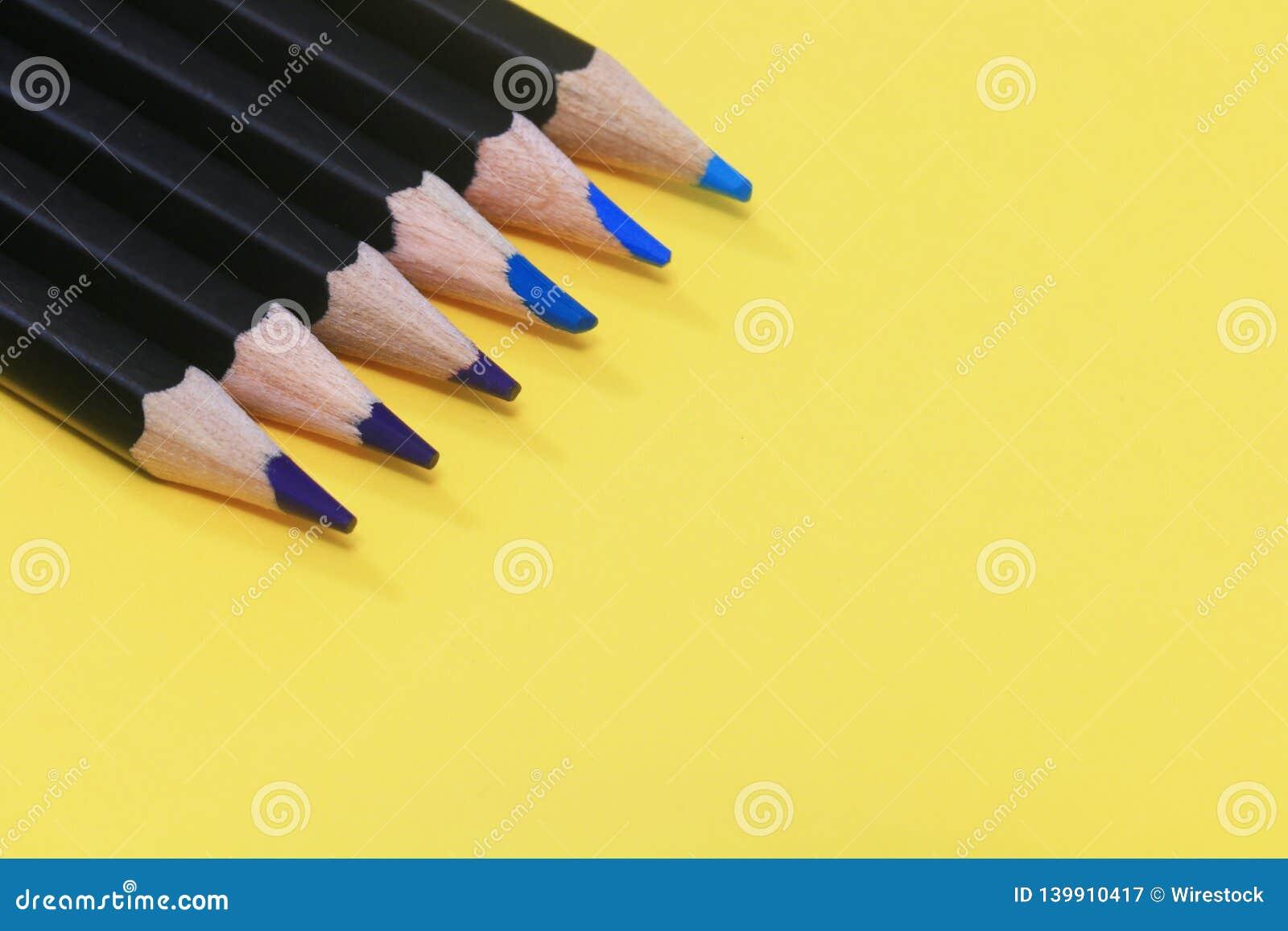 Σκιές των μπλε μολυβιών