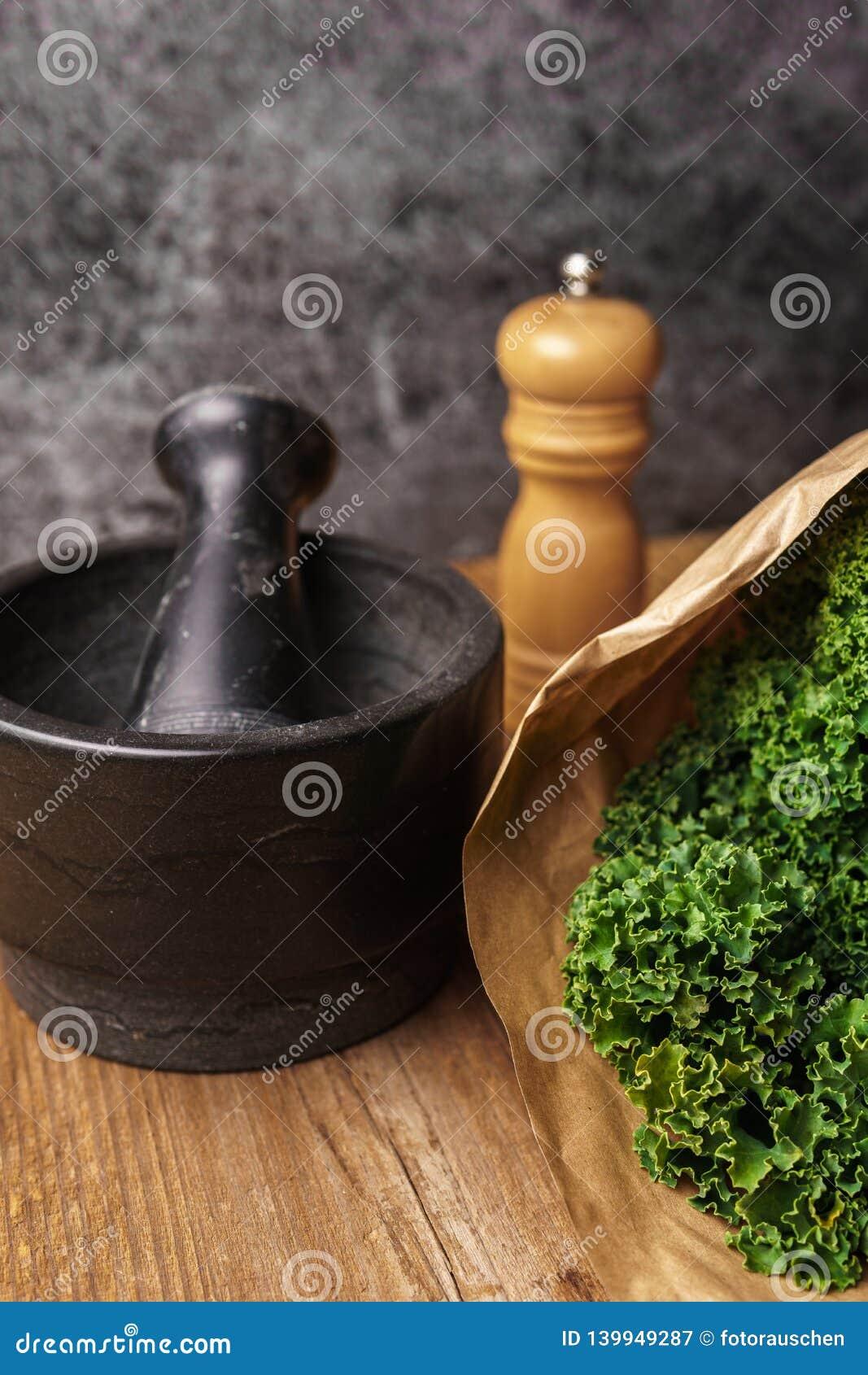 Συστατικά για τα τσιπ κατσαρού λάχανου