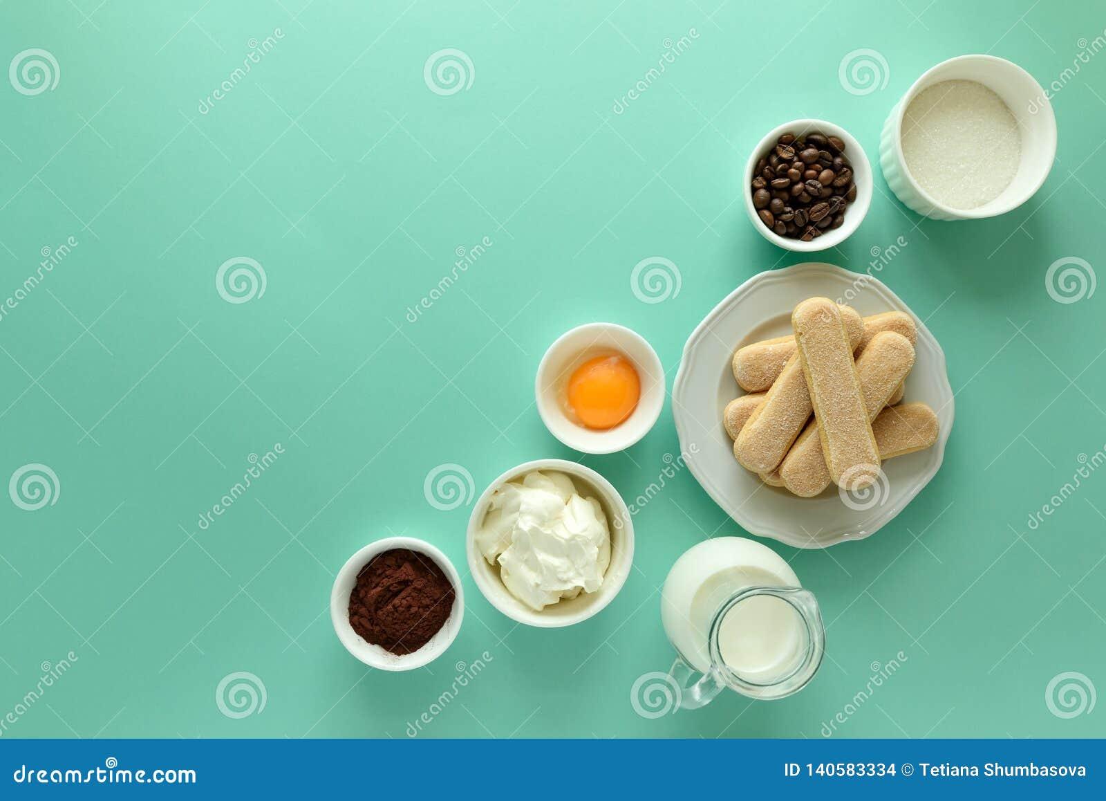 Συστατικά για το tiramisu μαγειρέματος: μπισκότα Savoiardi, Ladyfinger, μπισκότο, mascarpone, κρέμα, ζάχαρη, κακάο, καφές δάχτυλω
