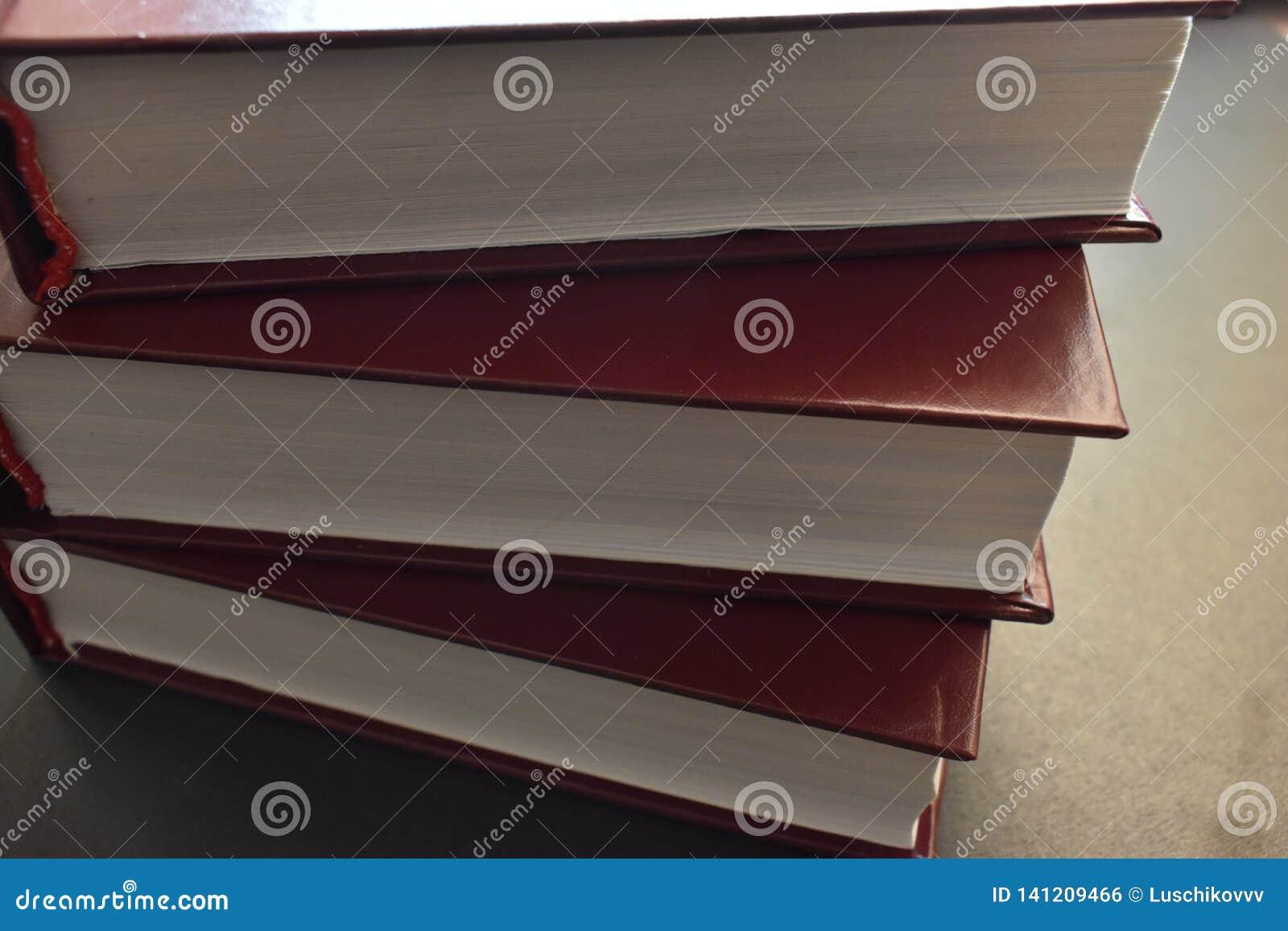 Σωρός των βιβλίων, άσπρα φύλλα