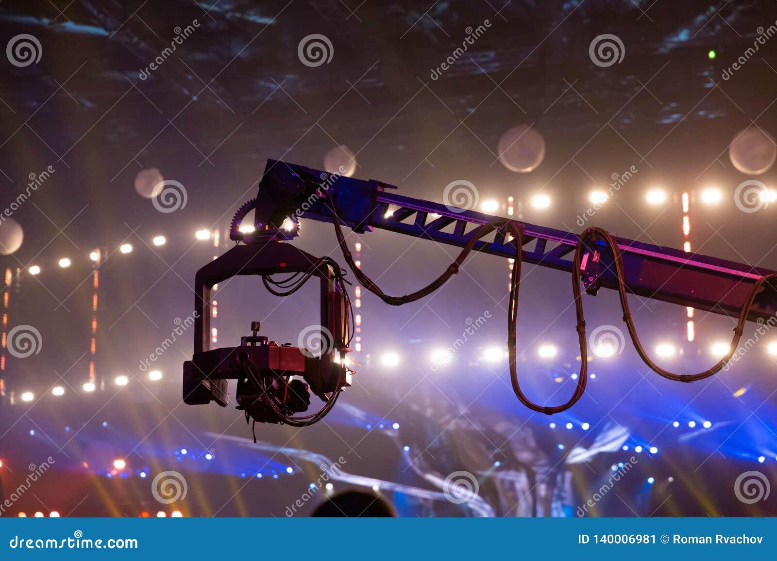 Τηλεσκοπικός γερανός με βιντεοκάμερα συνημμένα