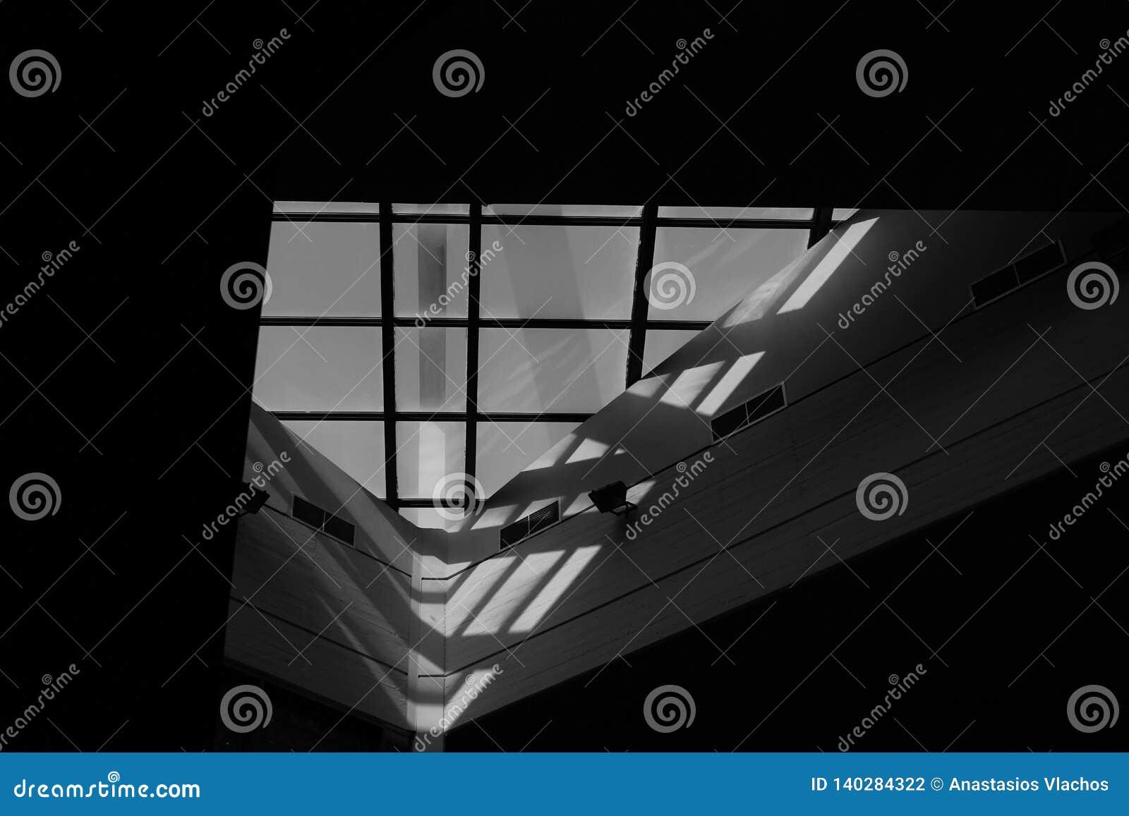 Το Α υπέροχα το παράθυρο στην κεντρική βιβλιοθήκη του εθνικού τεχνικού πανεπιστημίου της Αθήνας