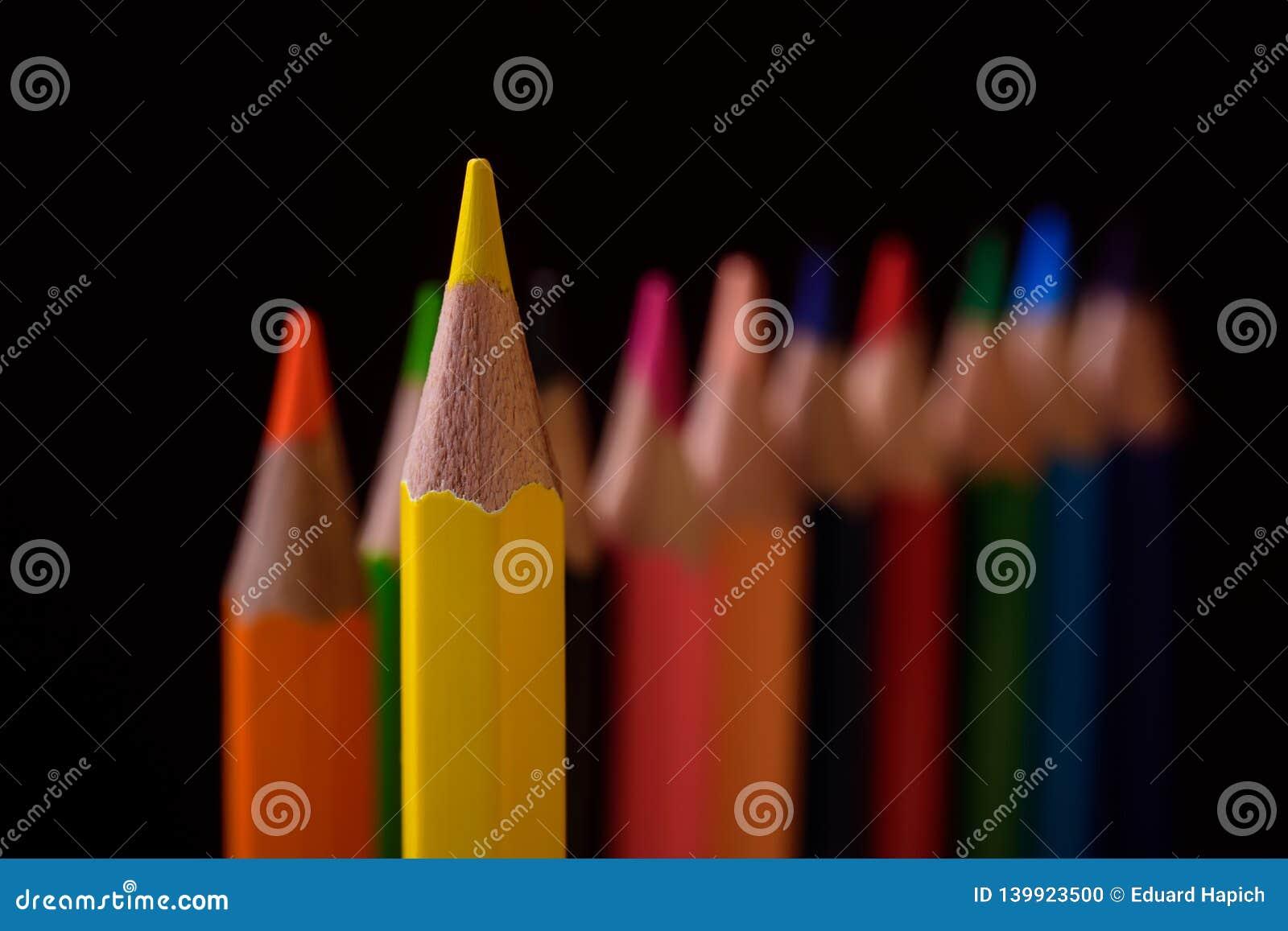 Το κίτρινο μολύβι είναι ο ηγέτης