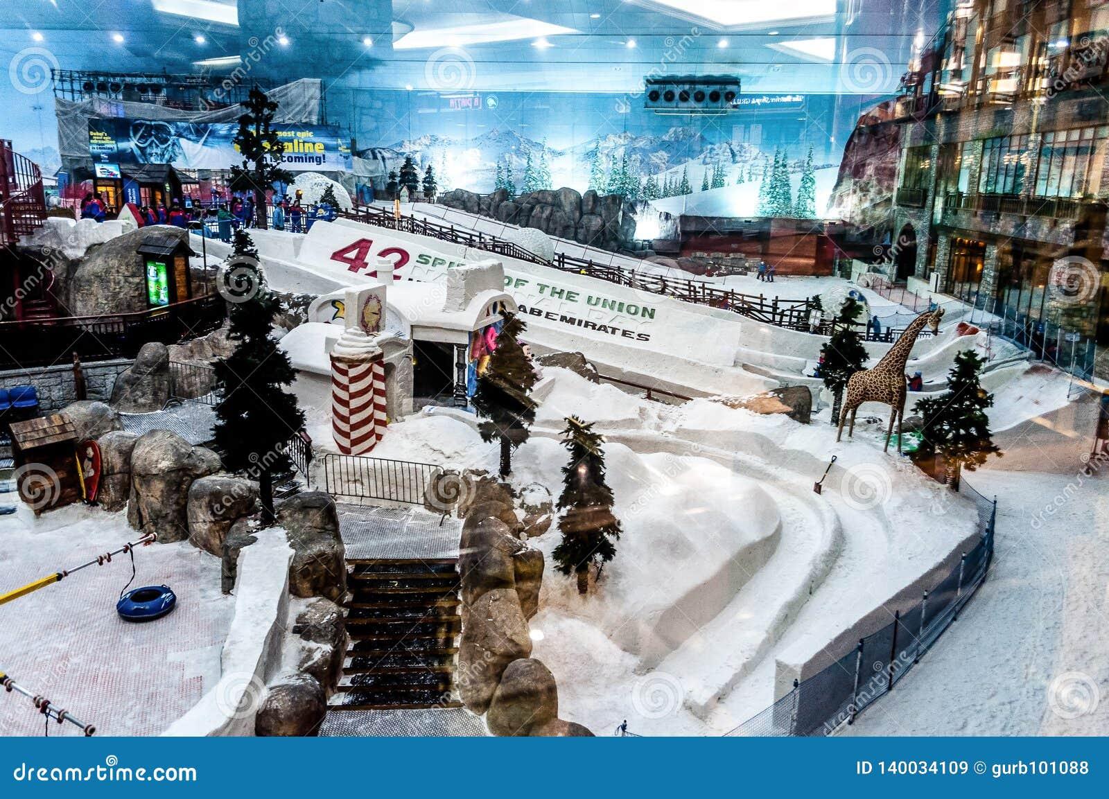 Το χιονοδρομικό κέντρο λεωφόρος του Ντουμπάι σκι †«των εμιράτων, Ηνωμένα Αραβικά Εμιράτα