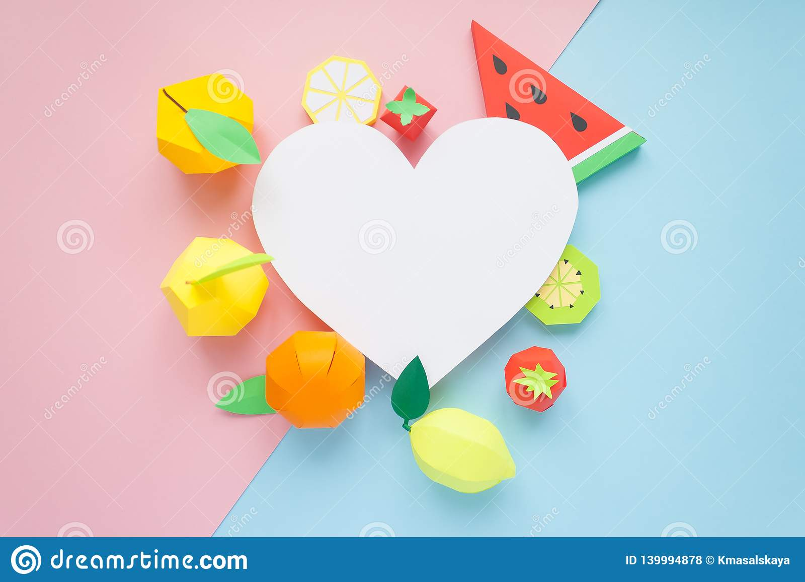 Φρούτα φιαγμένα από έγγραφο μπλε ροζ ανασκόπησης Εκεί δωμάτιο ` s για το γράψιμο tropics Επίπεδος βάλτε