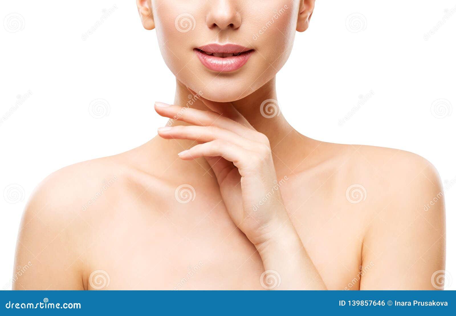Φυσική φροντίδα δέρματος ομορφιάς, γυναίκα σχετικά με το πρόσωπο με το χέρι, νέο κορίτσι στο λευκό