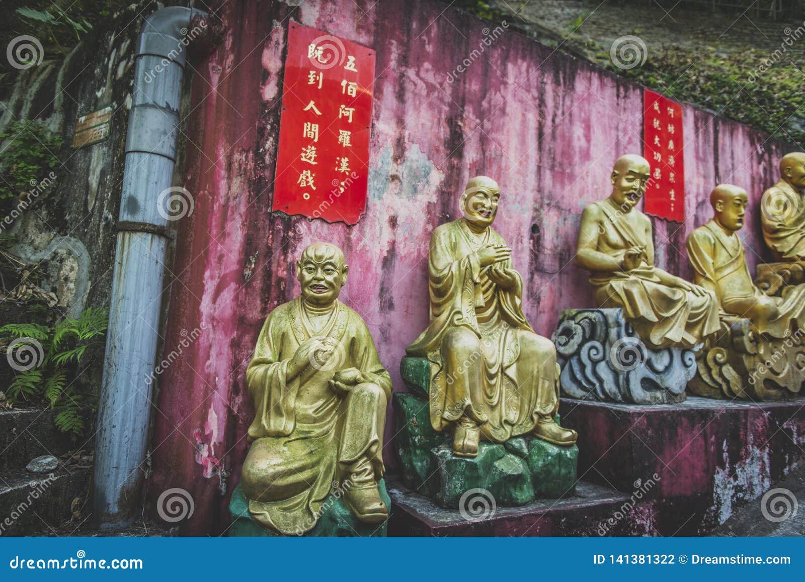 Χονγκ Κονγκ, το Νοέμβριο του 2018 - άτομο παχύ Sze μοναστηριών Buddhas δέκα χιλιάδων