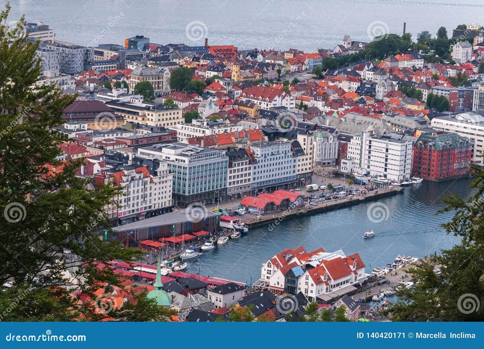 Υψηλή άποψη γωνίας του Μπέργκεν Νορβηγία