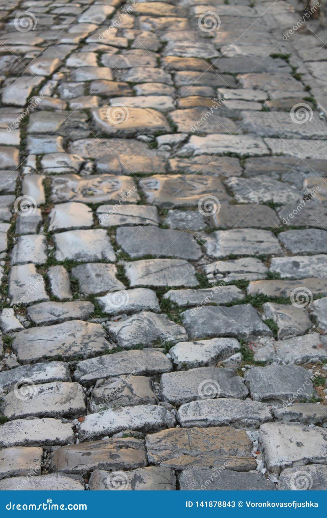 Παλαιό λαμπρό πεζοδρόμιο πετρών