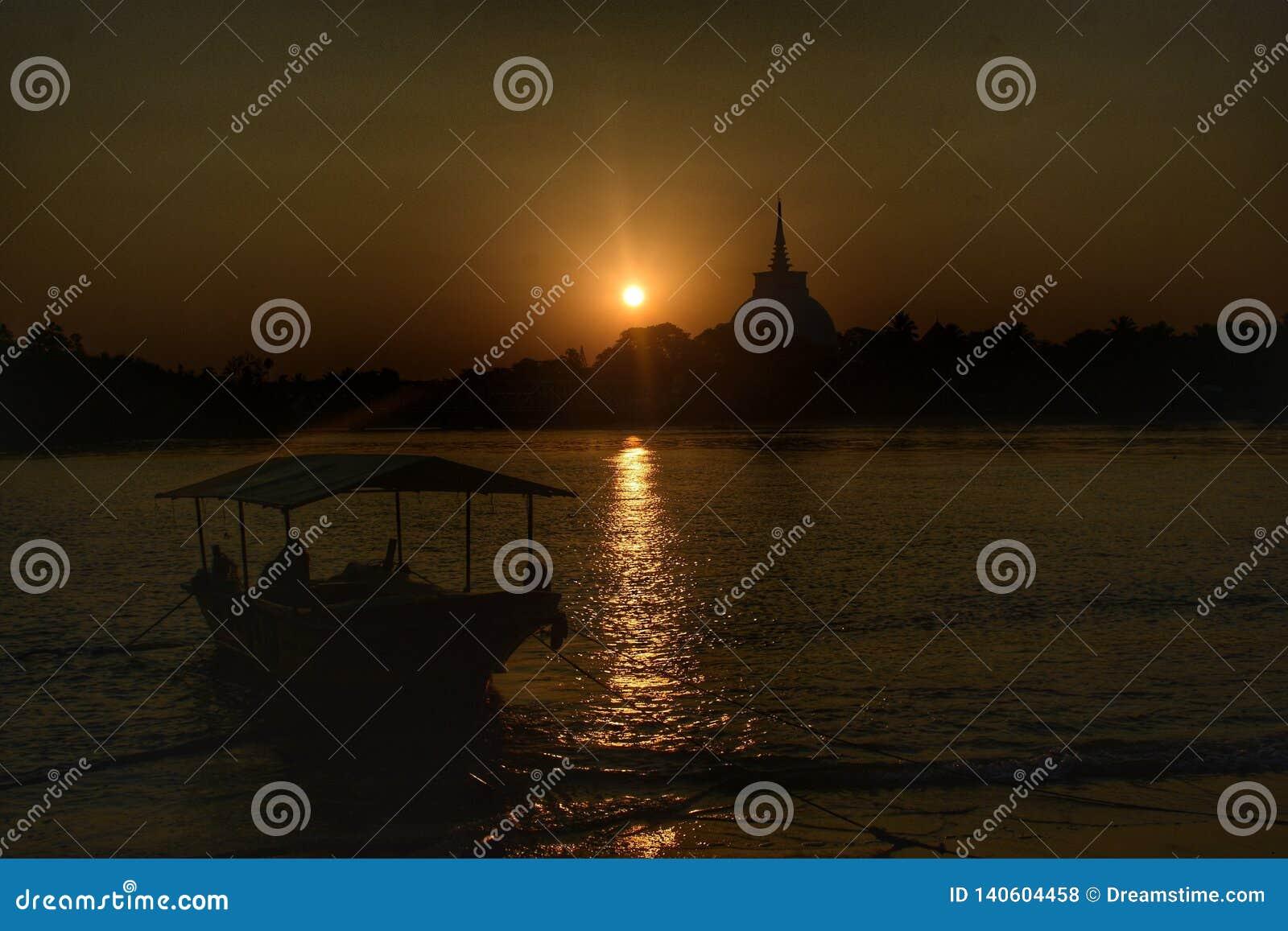Πανί στο ηλιοβασίλεμα