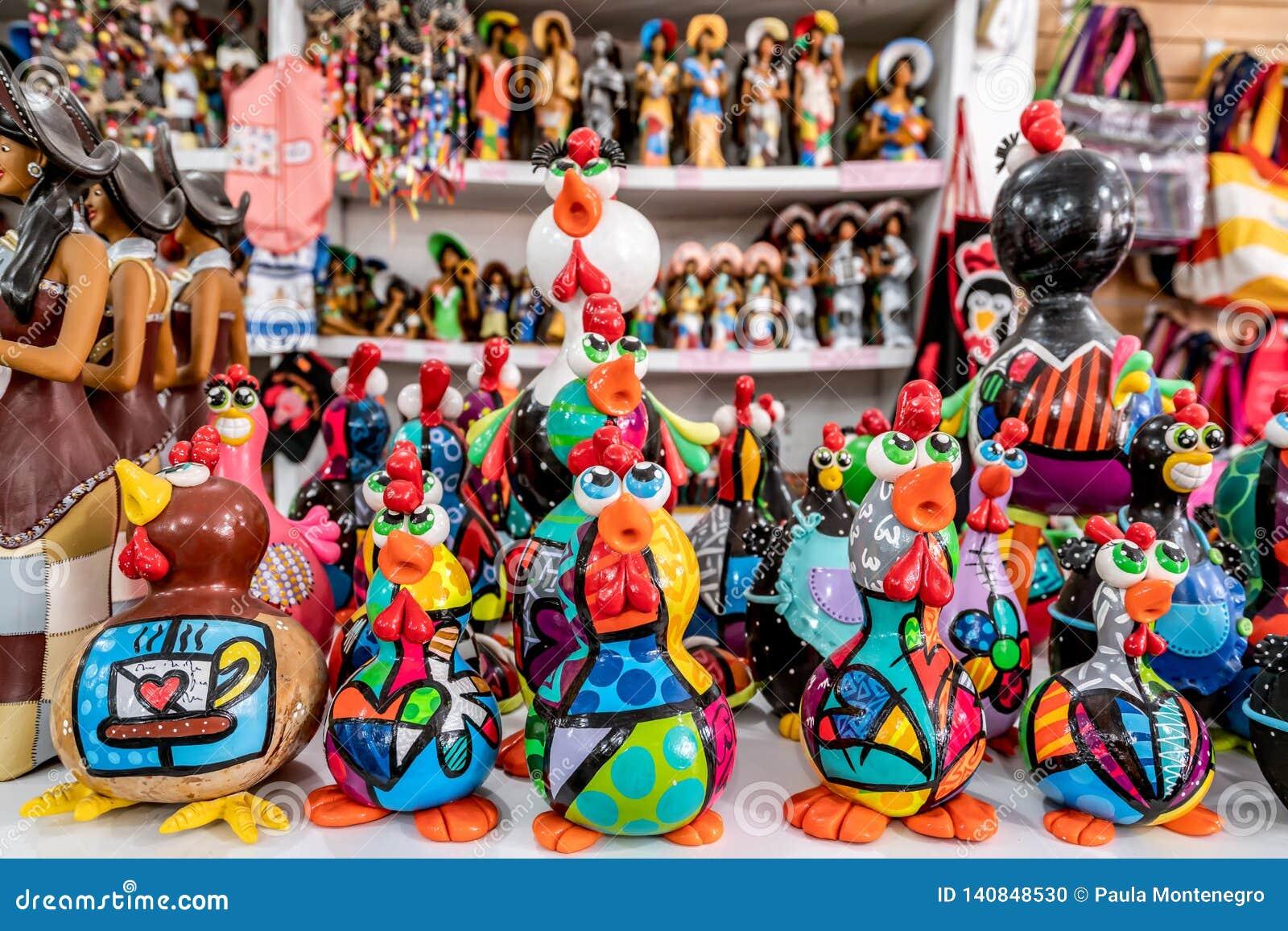 Παραλία του Πόρτο de Galinhas, Ipojuca, Pernambuco, Βραζιλία - το Σεπτέμβριο του 2018: Αγάλματα τεχνών κοτόπουλου