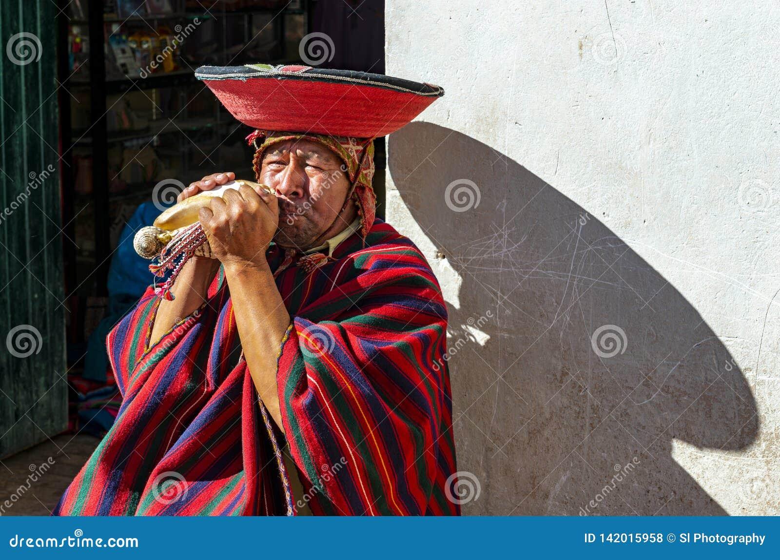 Περουβιανός Quechua ανεμιστήρας κέρατων, Cusco, Περού