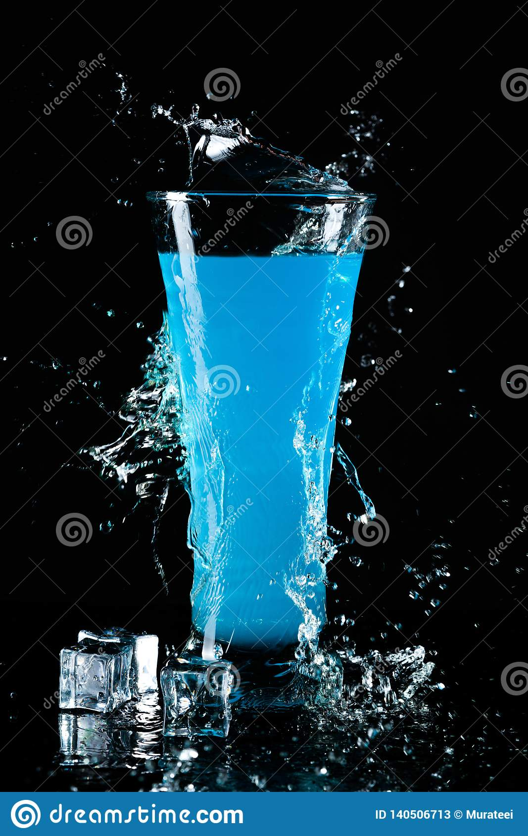 Ποτήρι του μπλε κοκτέιλ