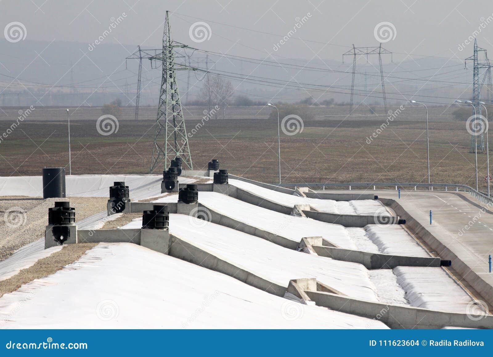 Тhe-Müllgrube für nicht-gefährlichen überschüssigen Abfall bei Yana, Kremikovtzi, Bulgarien Abfall abgeleiteter Brennstoff RDF-B