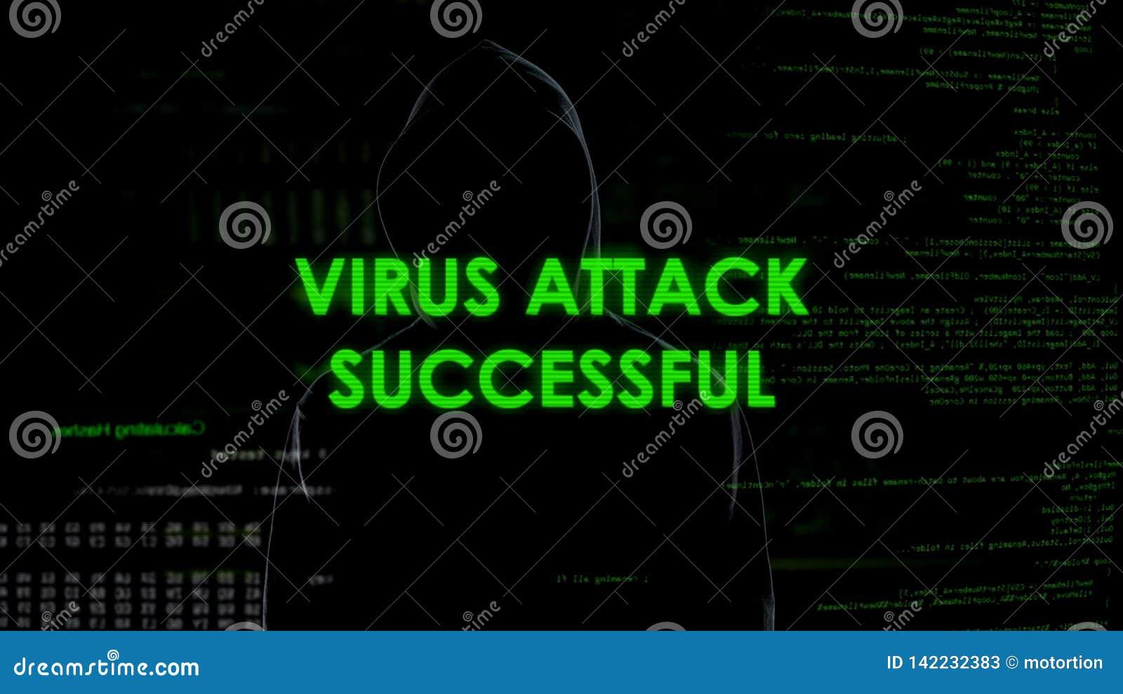 Анонимный мужчина успешно атакуя сервера вирусом, угрозой злодеяния кибер