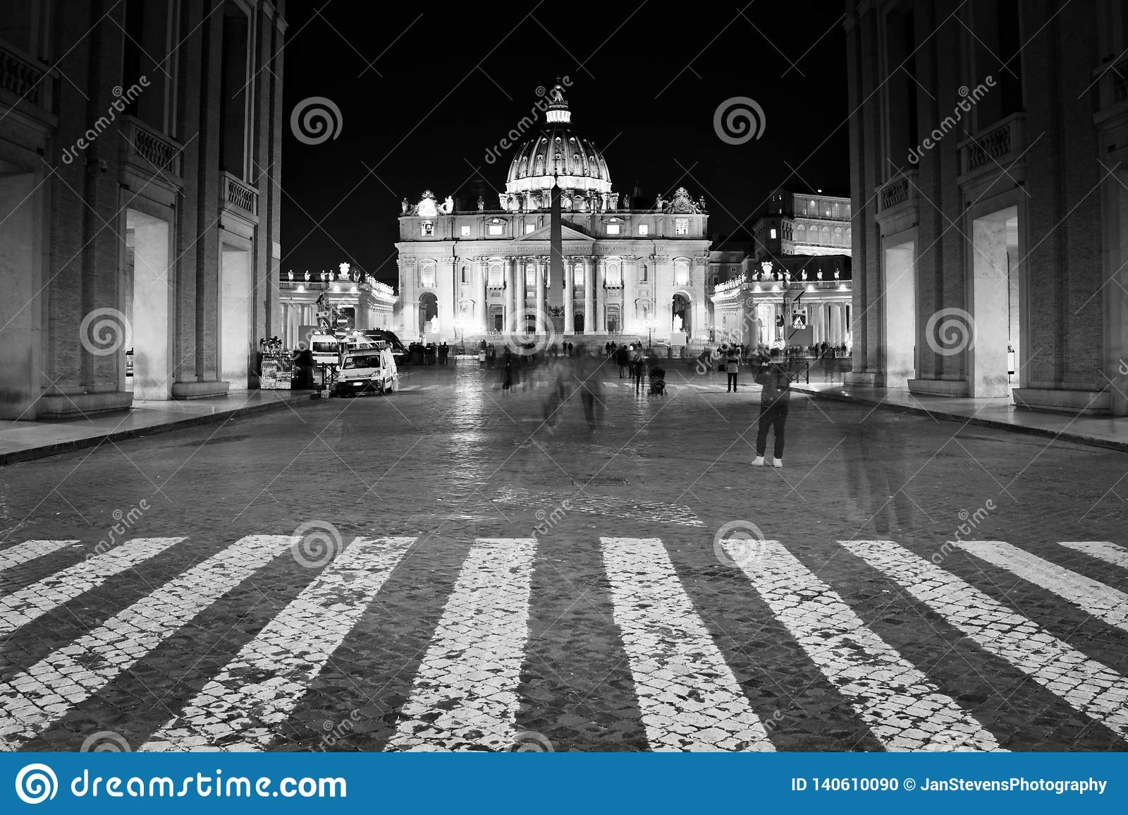 Базилика St Peter в государстве Ватикан вечером