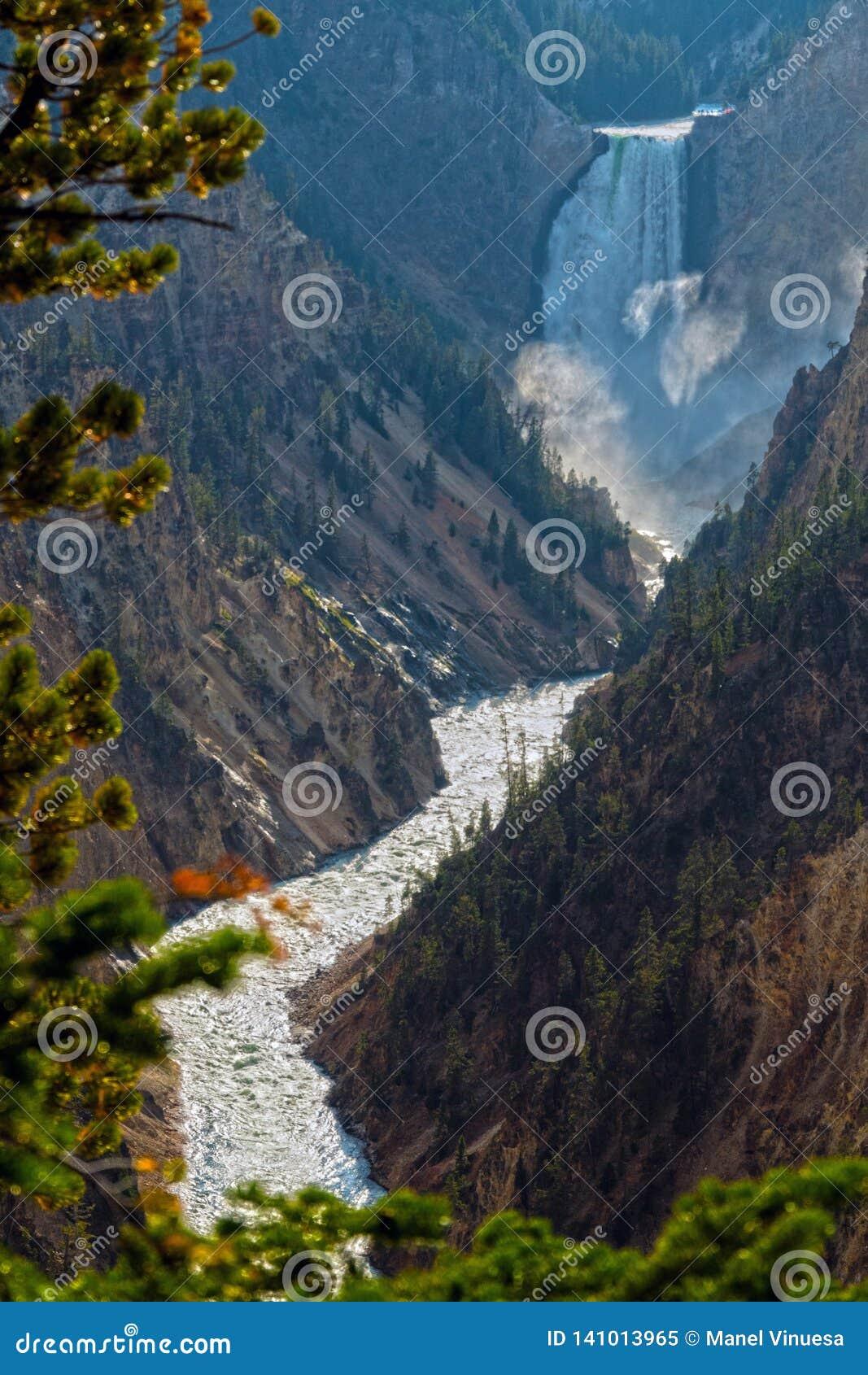 Более низкие падения на гранд-каньон Йеллоустон