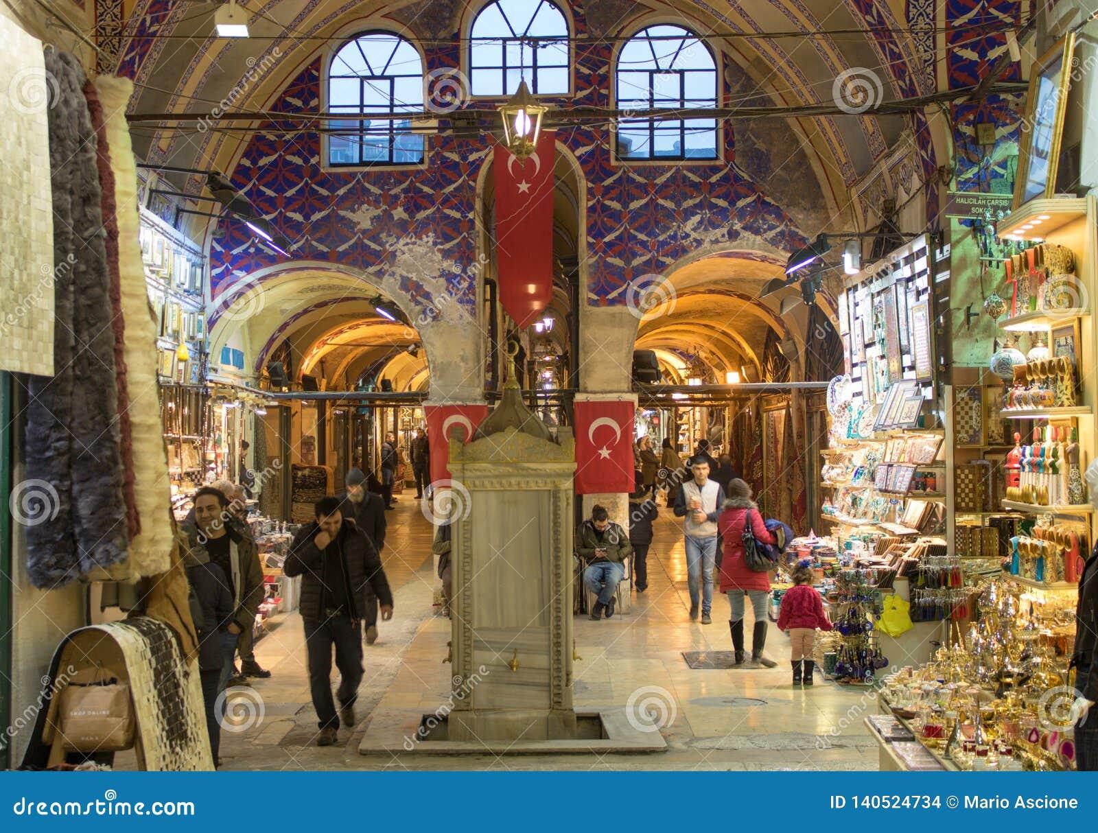Большой благотворительный базар Стамбула в Турции