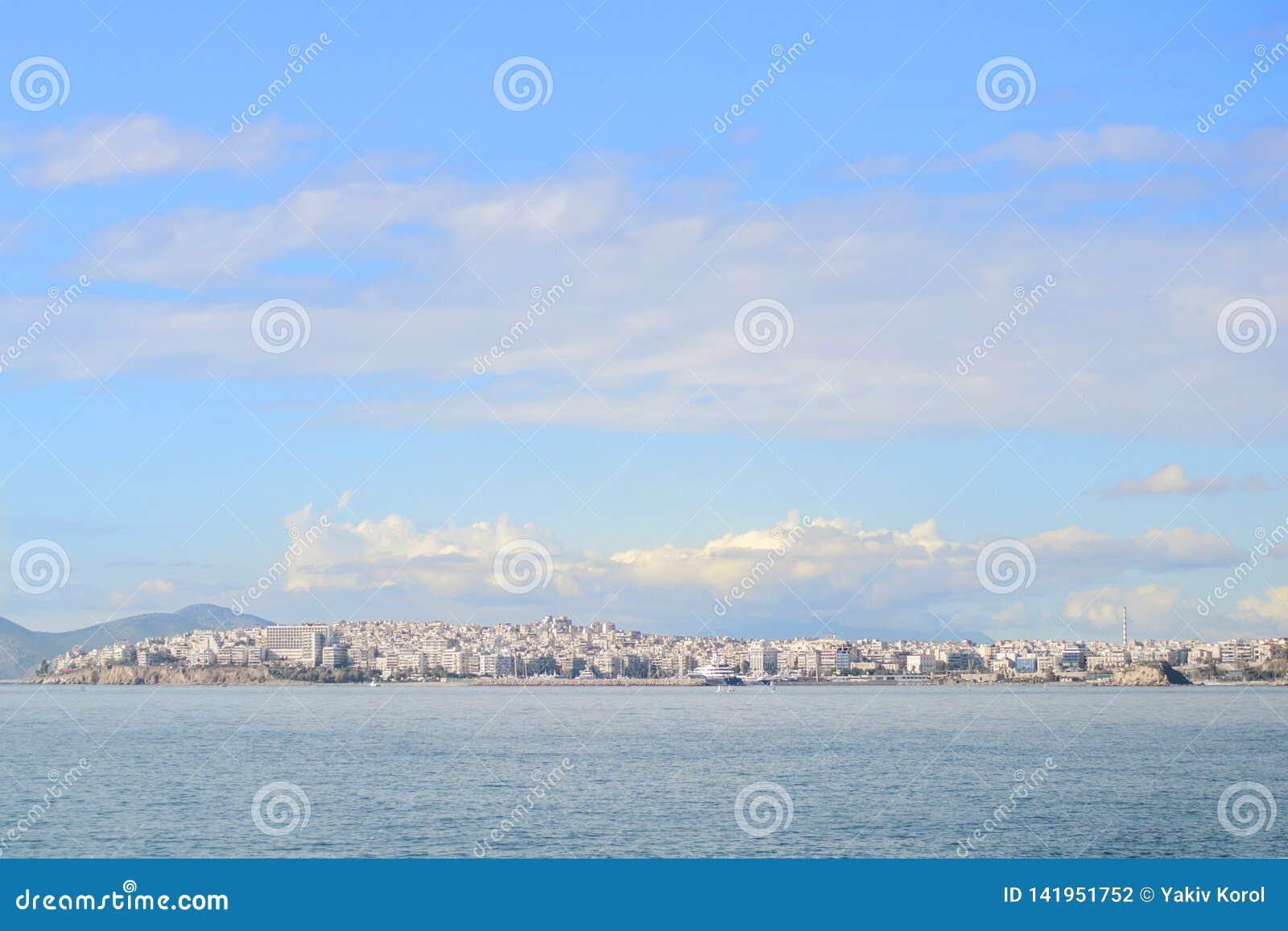 Взгляд города острова салями Афиныы, Греция