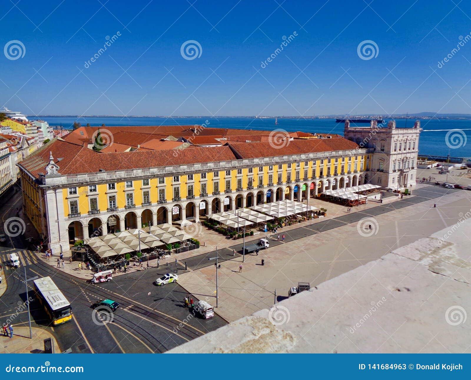 Взгляд крыши квадрата коммерции, Лиссабона