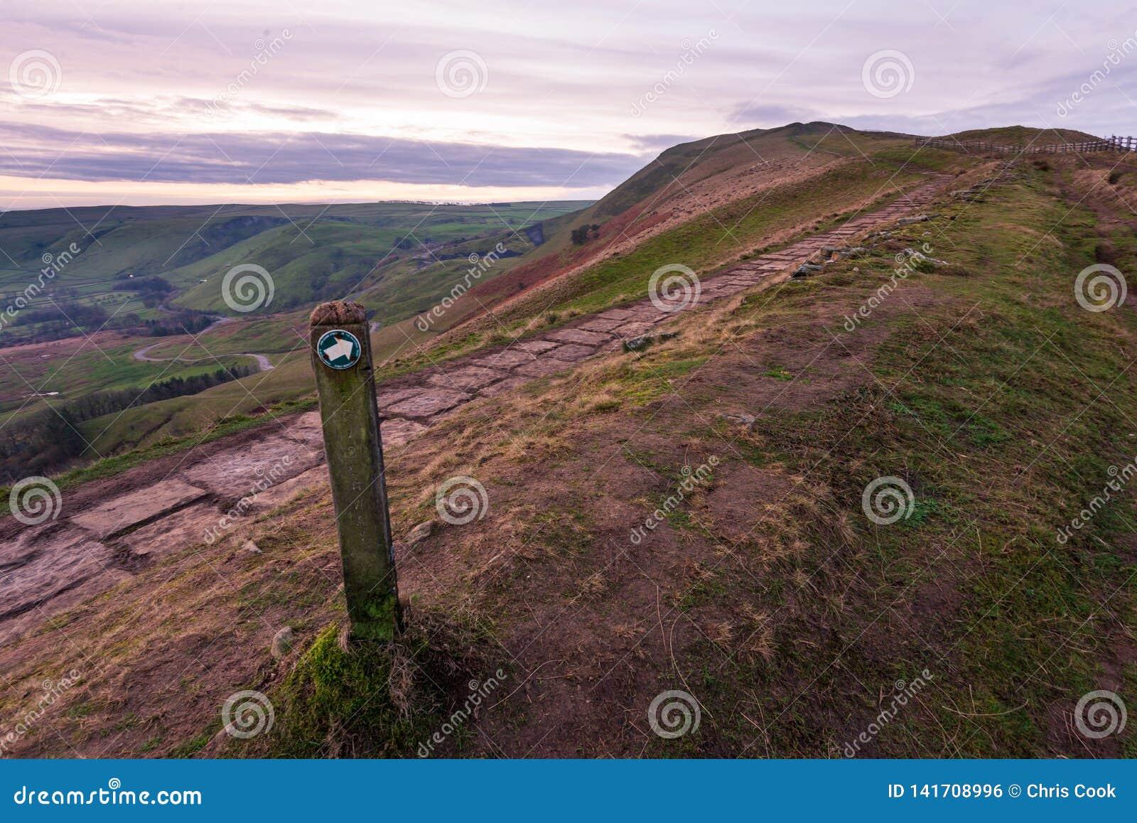 Взгляд скалистой вершины Mam в пиковом районе рано утром