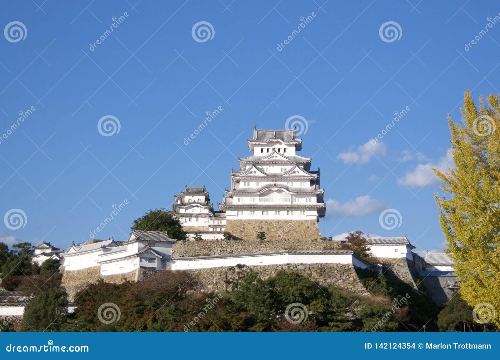 Взгляд чудесного замка Himeji в Японии