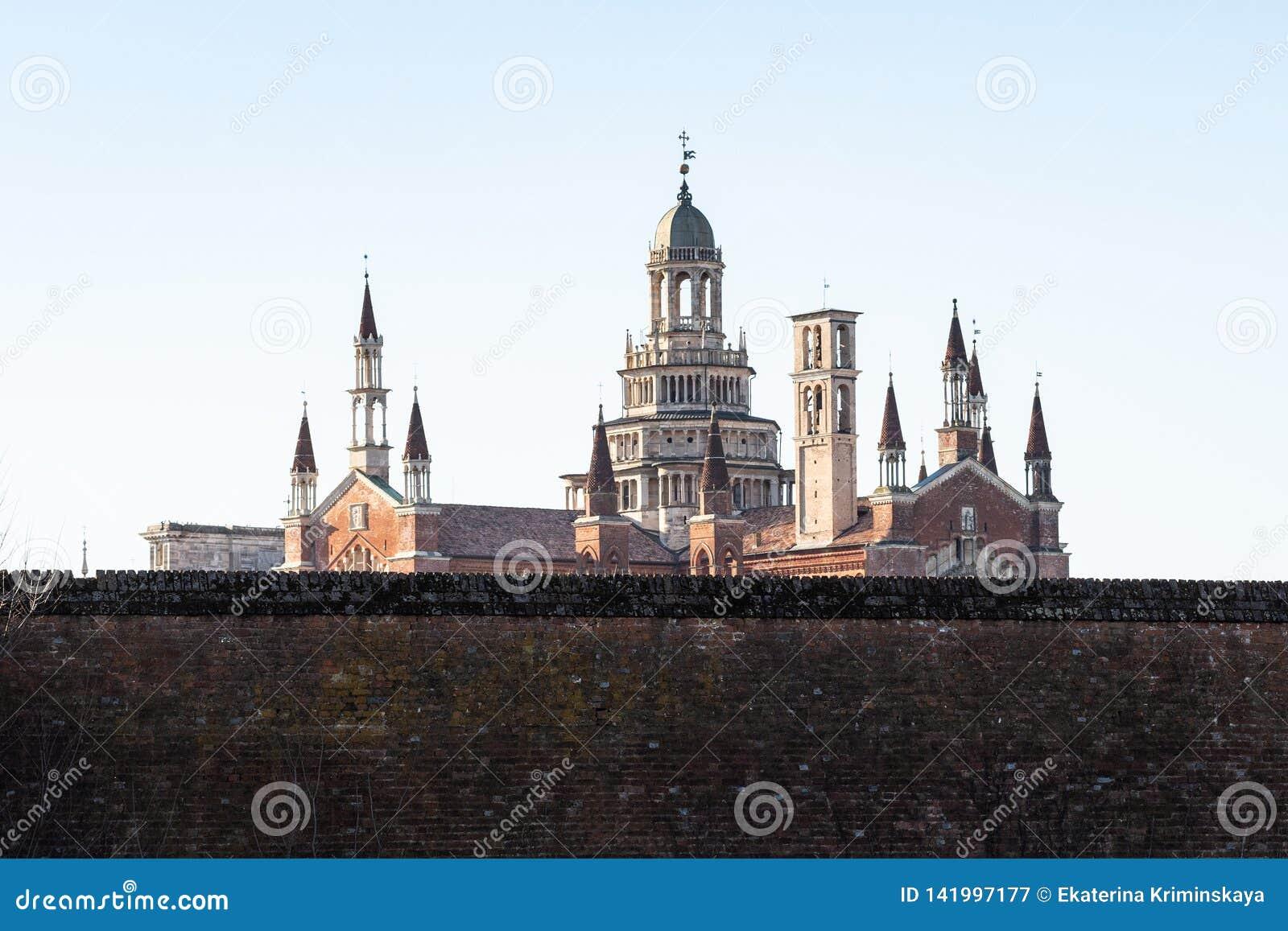 взгляд di Павии Certosa с наружными стенами