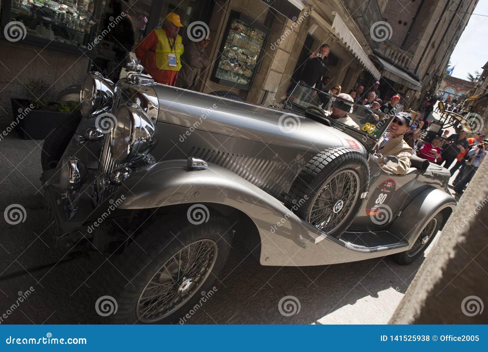 винтажная гоночная машина на miglia mille