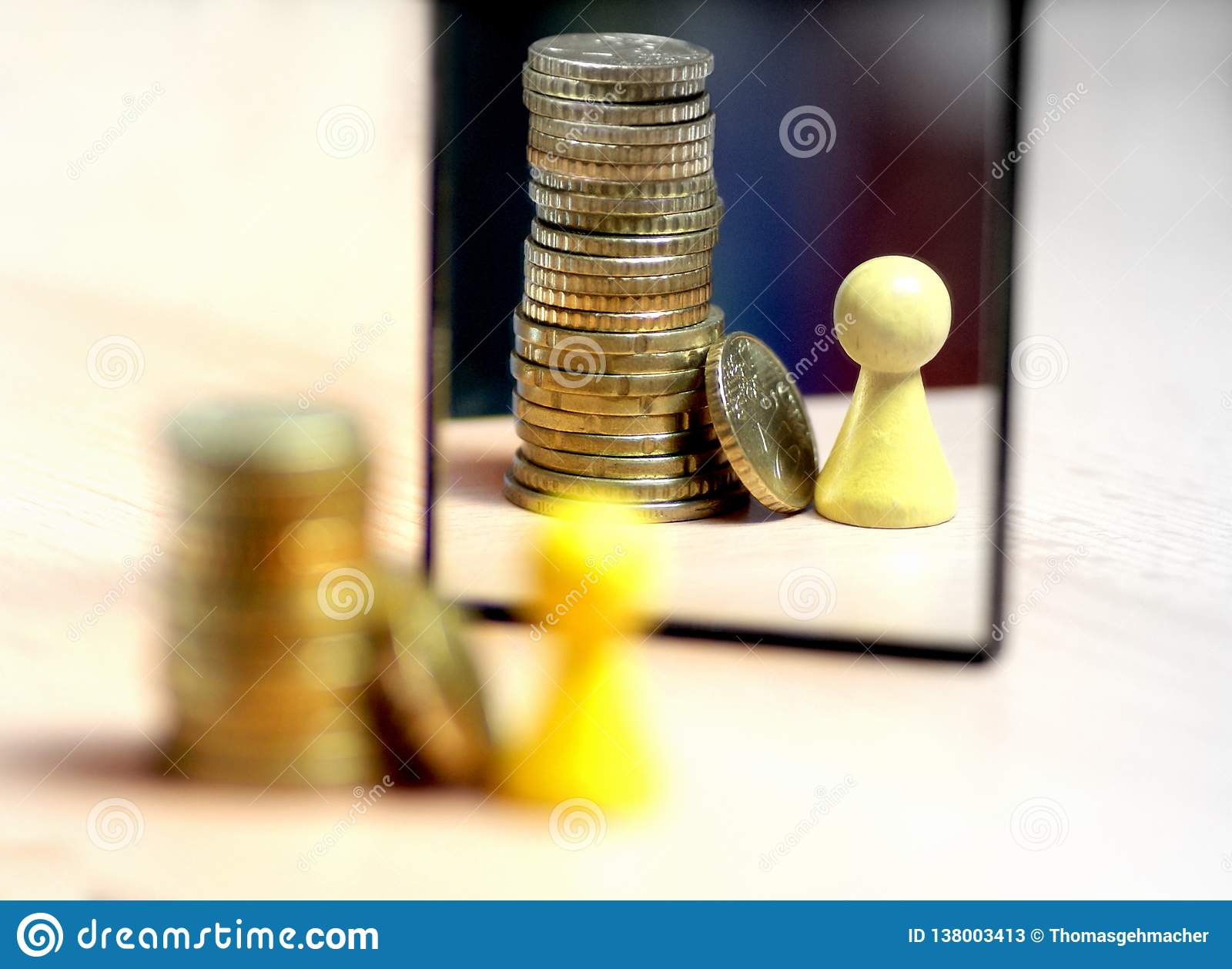 Видеть даже больше денег в зеркале