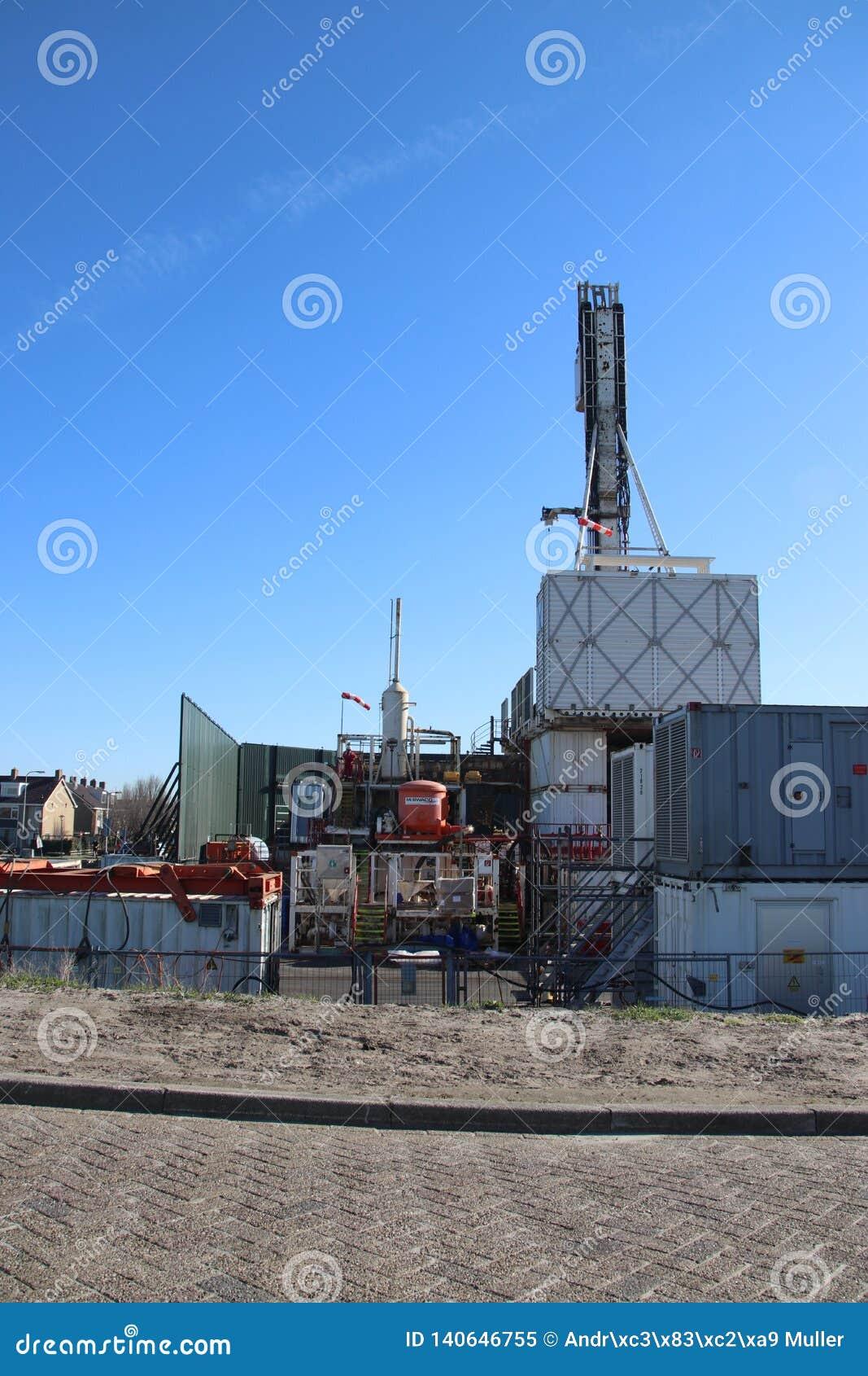 Временный завод в городке чудовища где получившееся отказ старое поле природного газа будет закрыто постоянно для избежания рассл